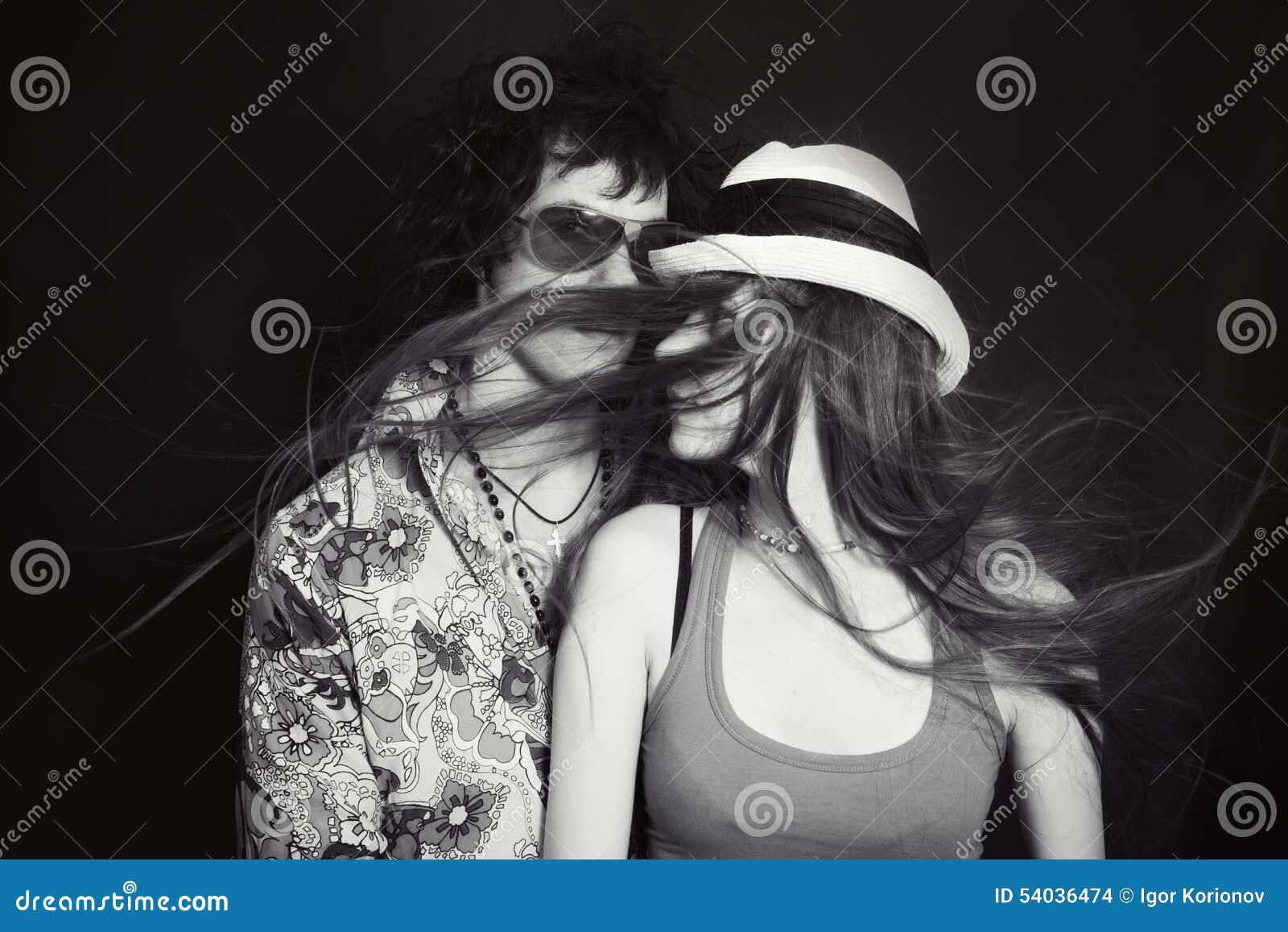 Doppio ritratto dello studio di giovani amanti, uomini e donne