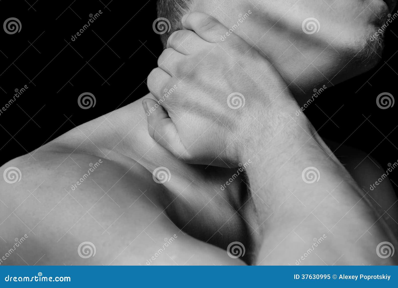 Dor em um pescoço masculino