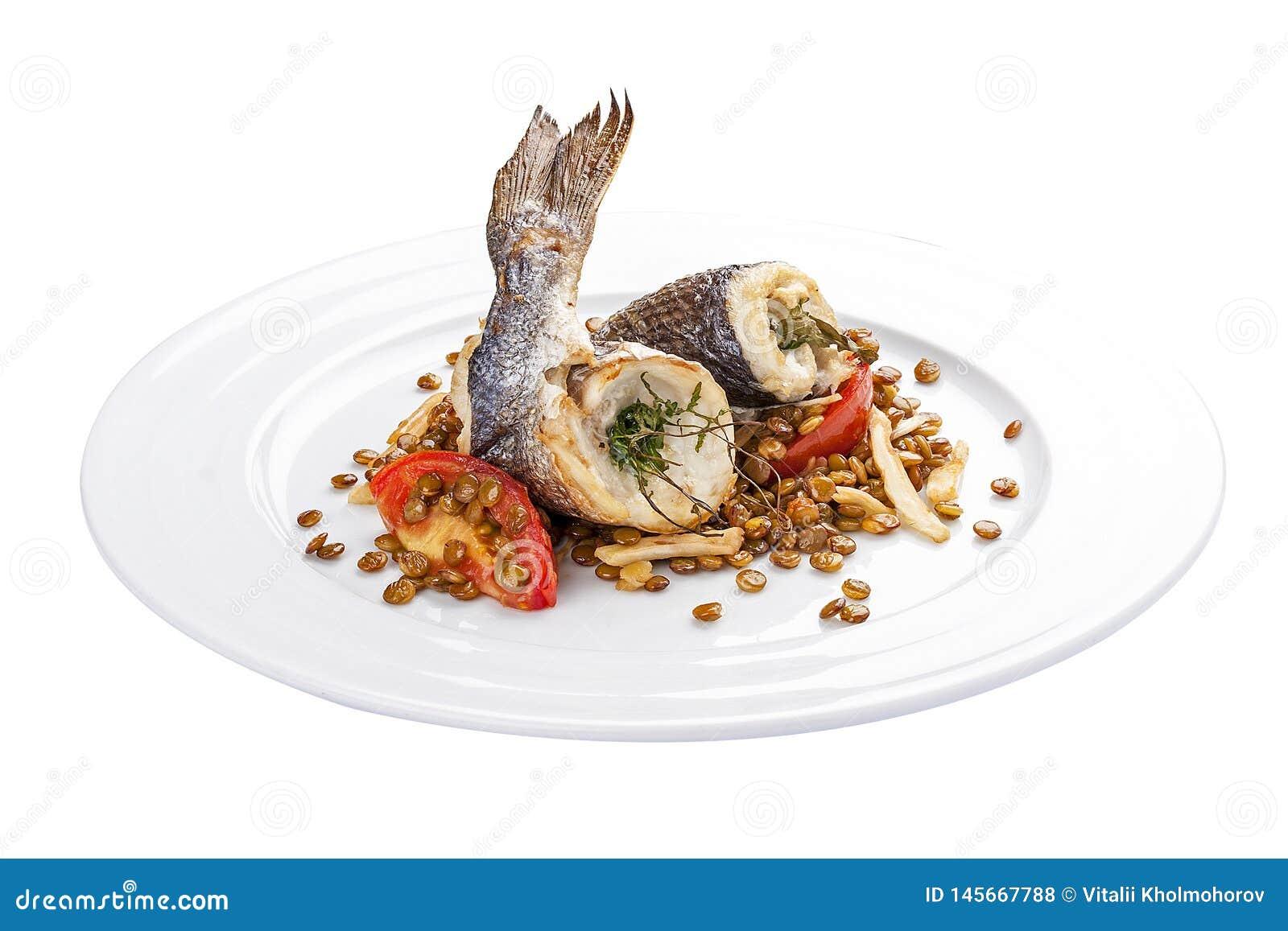 Dorada用扁豆和蕃茄 一个传统西班牙盘