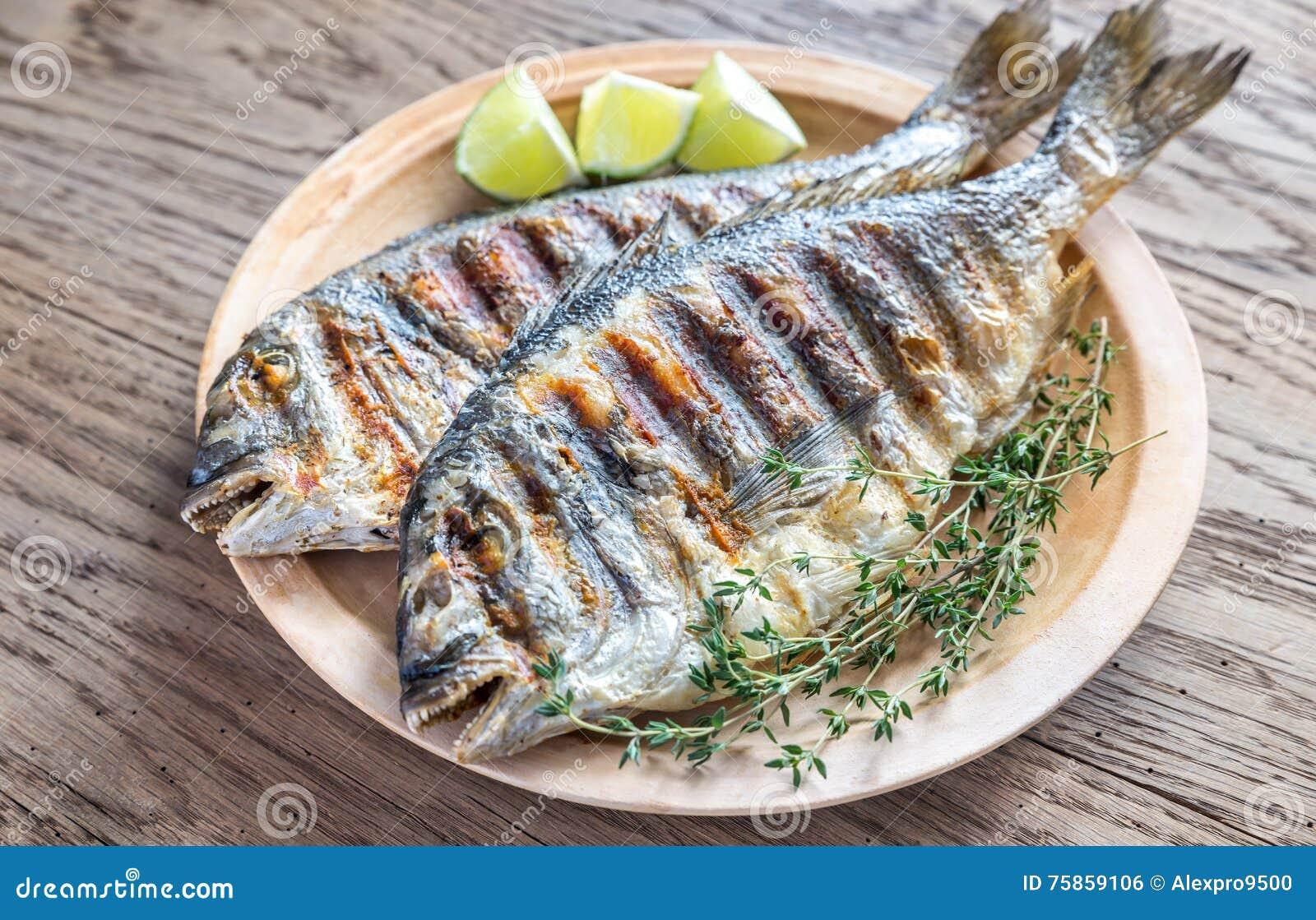 Dorade grelhado Royale Fish
