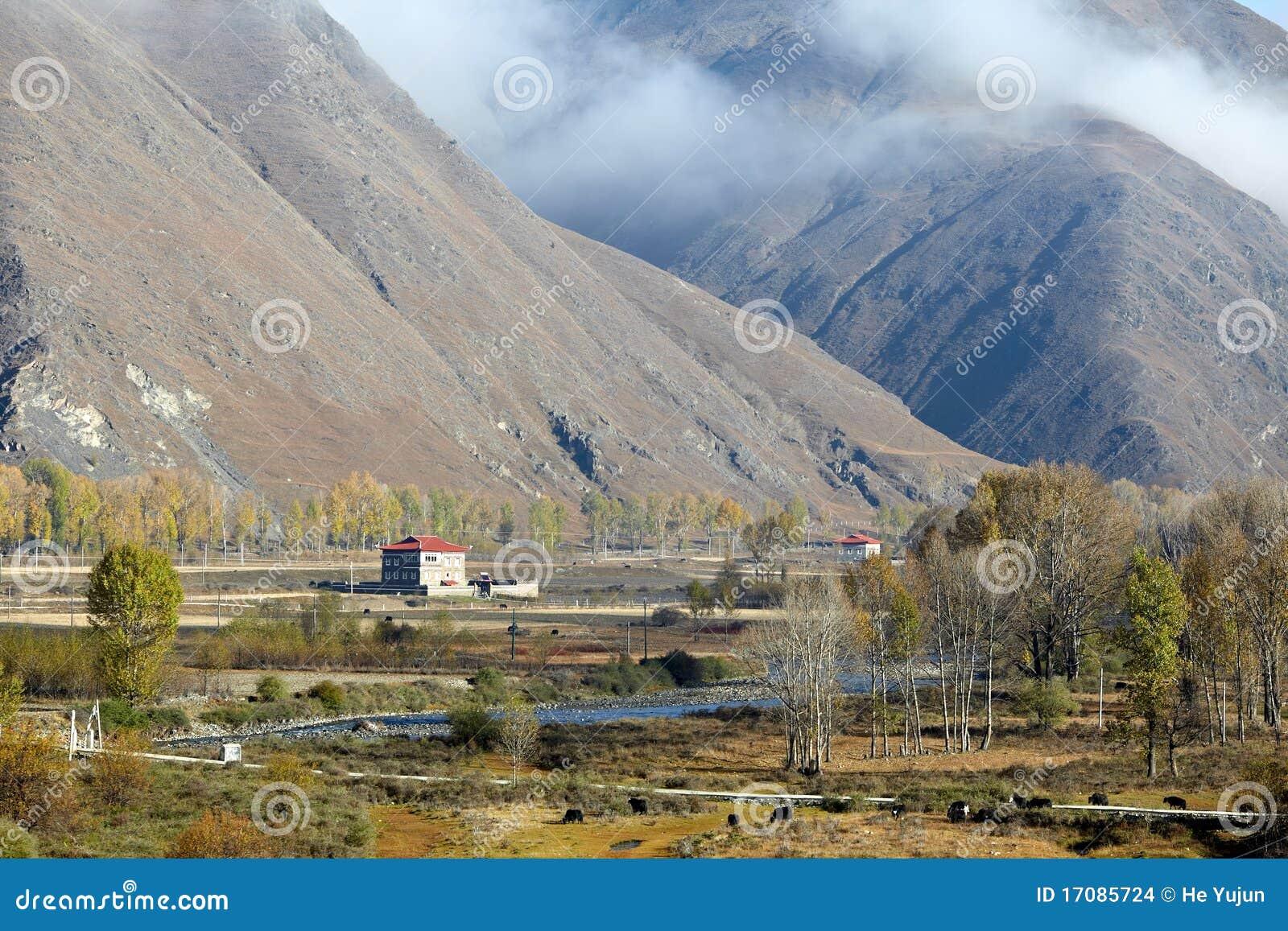 Dorf nahe Bergen