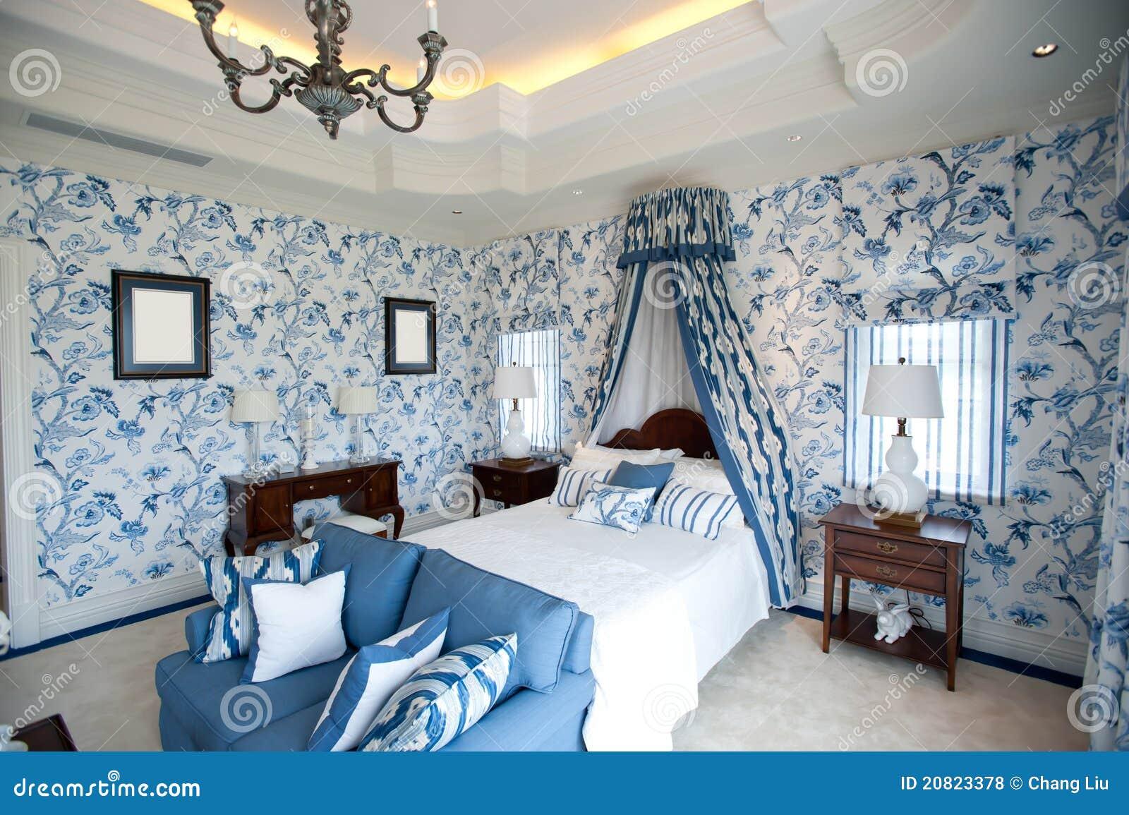 Dormitorio con el papel pintado azul de la flor fotos de archivo libres de regal as imagen - Dormitorio con papel pintado ...