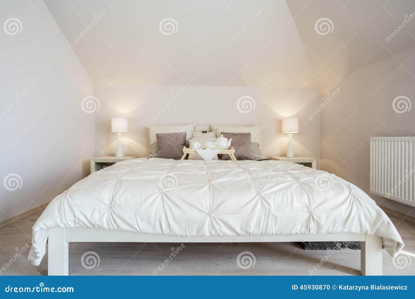 Dormitorio de lujo y acogedor