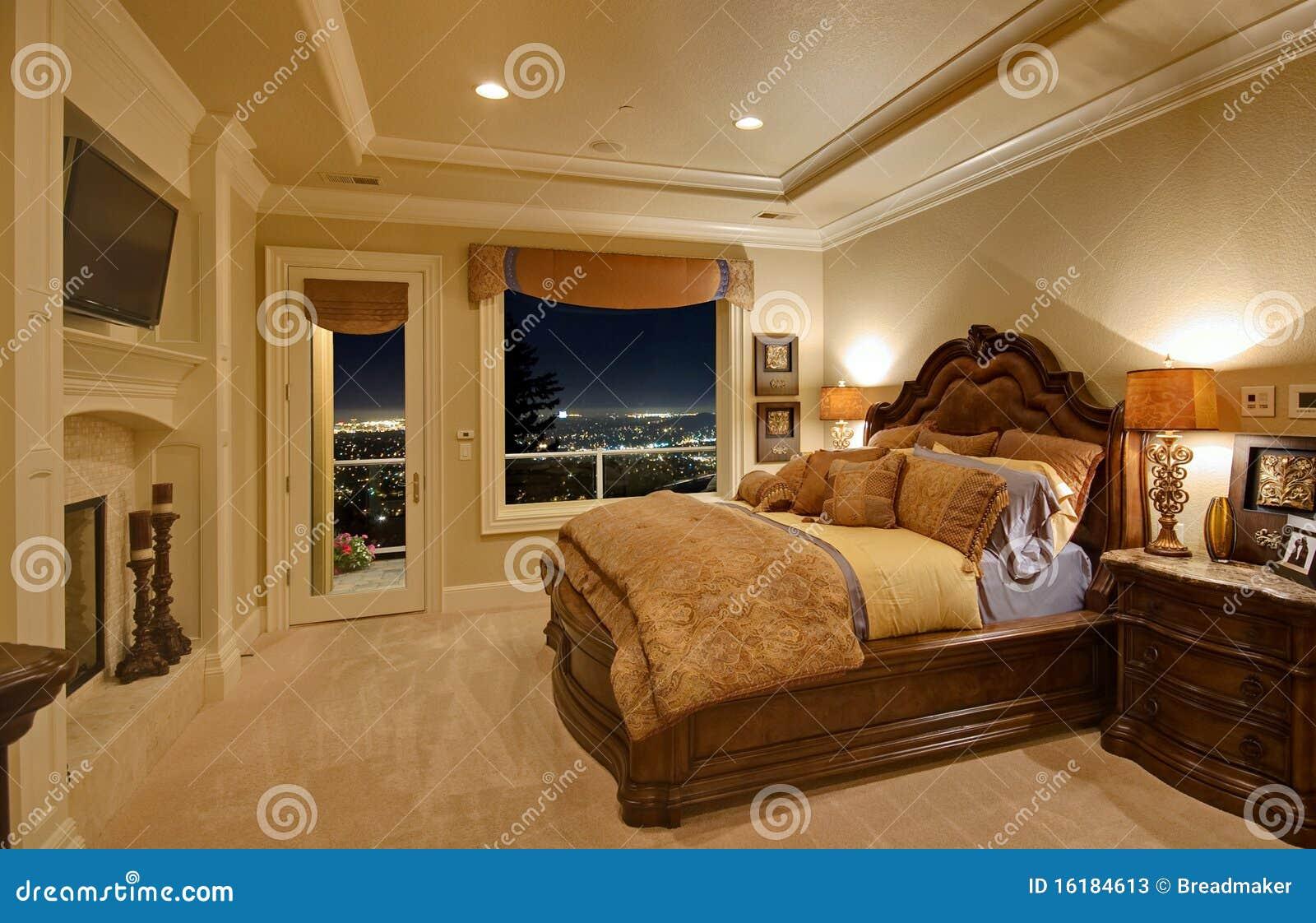 Dormitorio lujoso con una visión