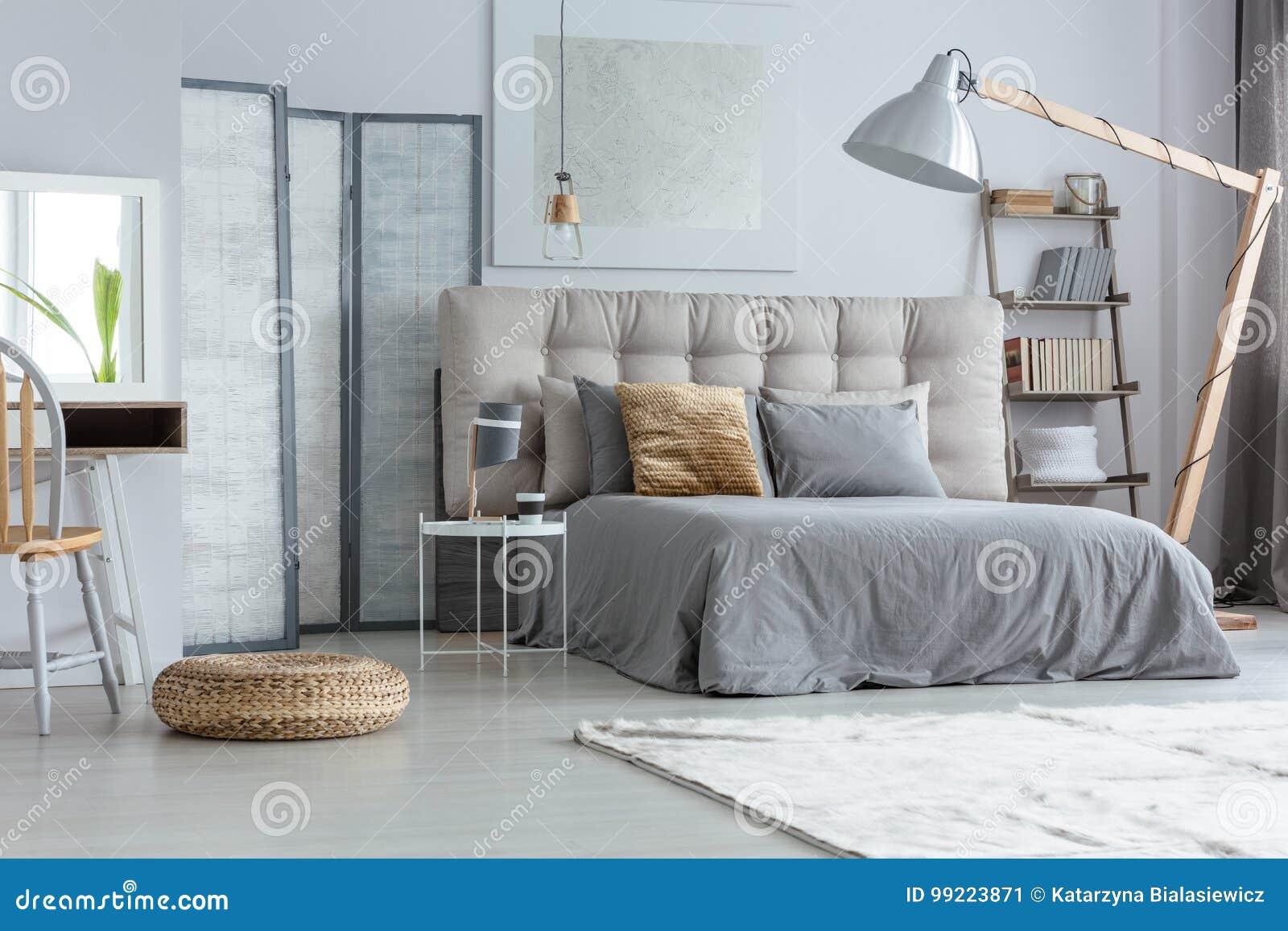Dormitorio moderno del diseño