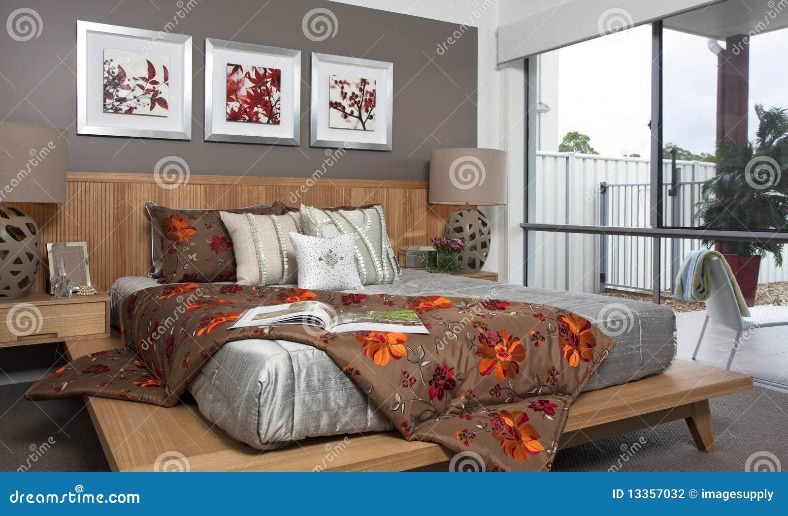 Dormitorio principal en casa urbana moderna foto de for Foto del dormitorio principal moderno