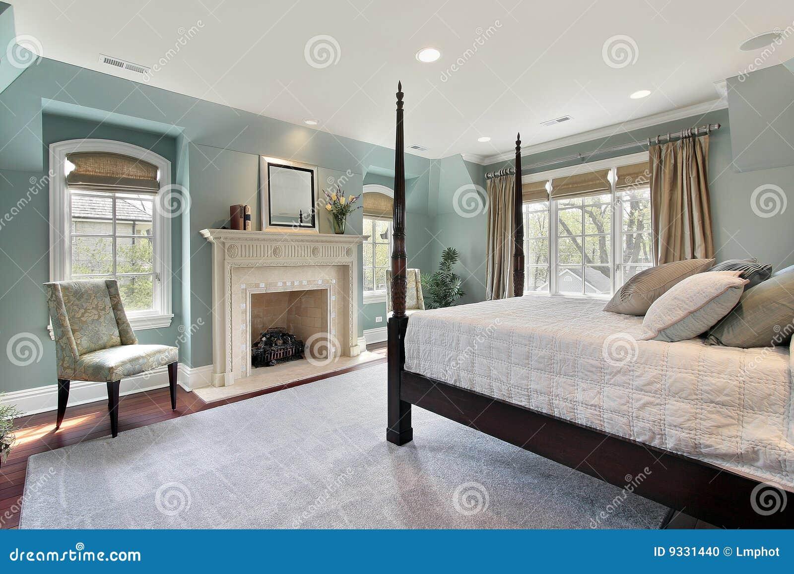 Dormitorio principal en hogar de lujo foto de archivo - Habitacion principal ...