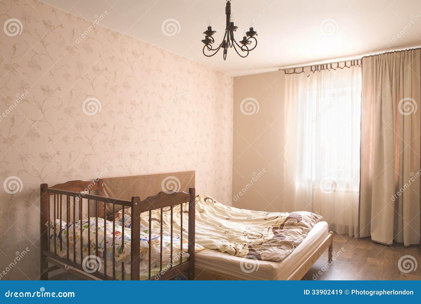 dormitorio vac o con el pesebre im genes de archivo libres