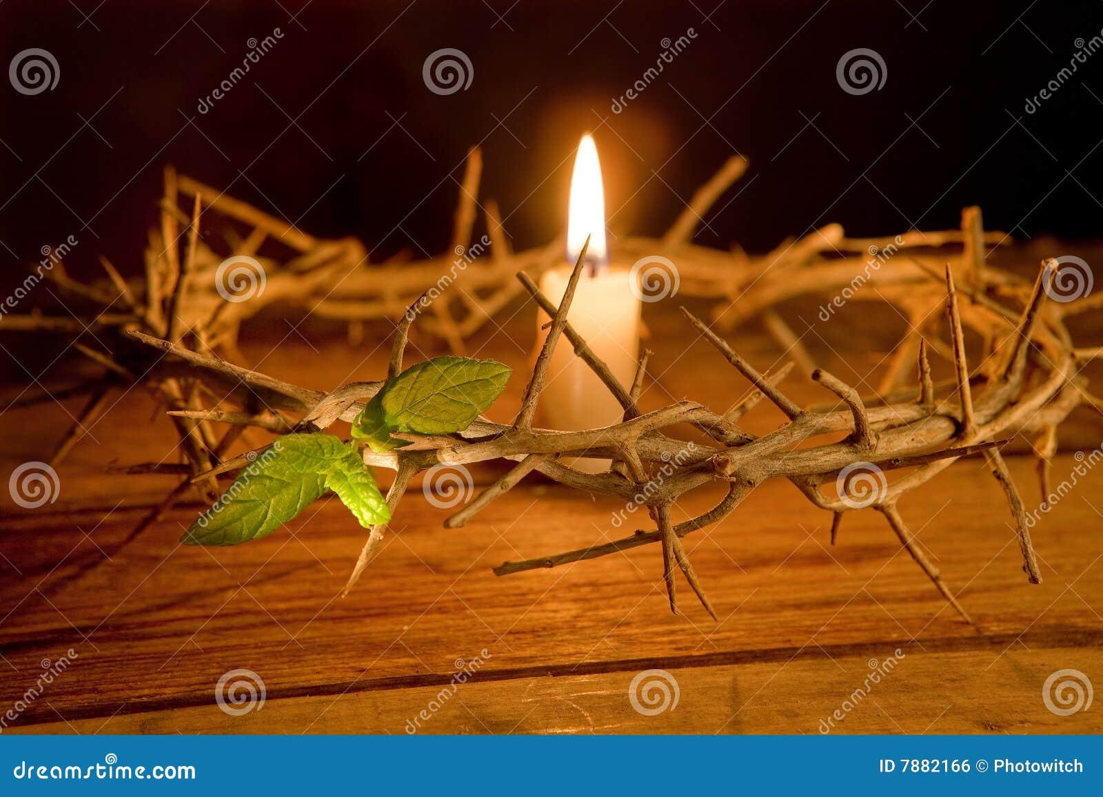Dornenkrone und Kerze