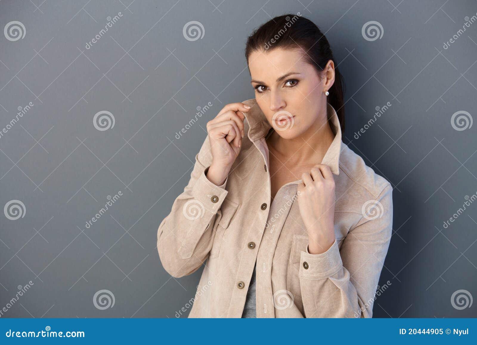 Dorosłego kobieta target226_0_ w wiosna kurtce