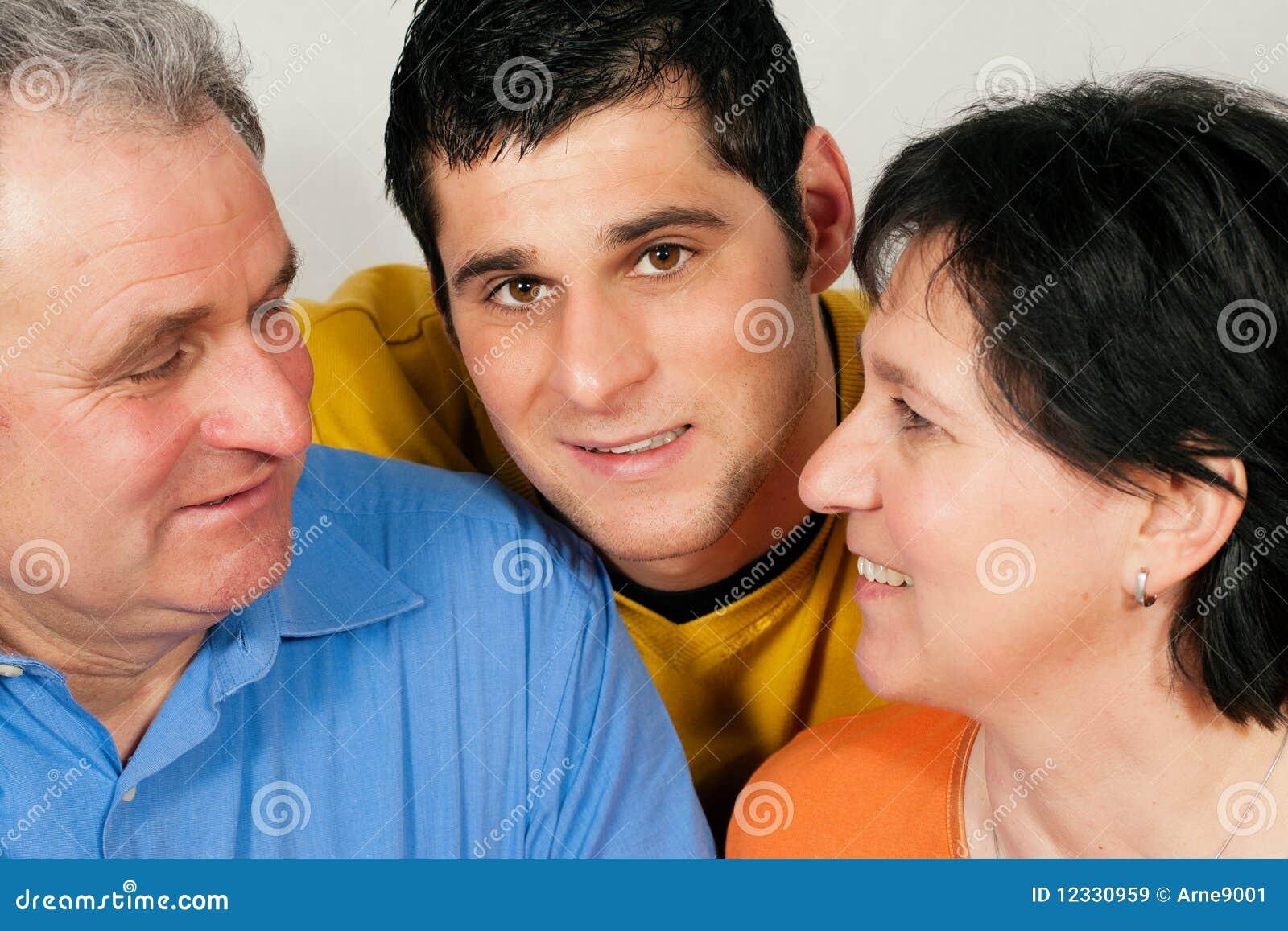 Dorosły rodzinny syn