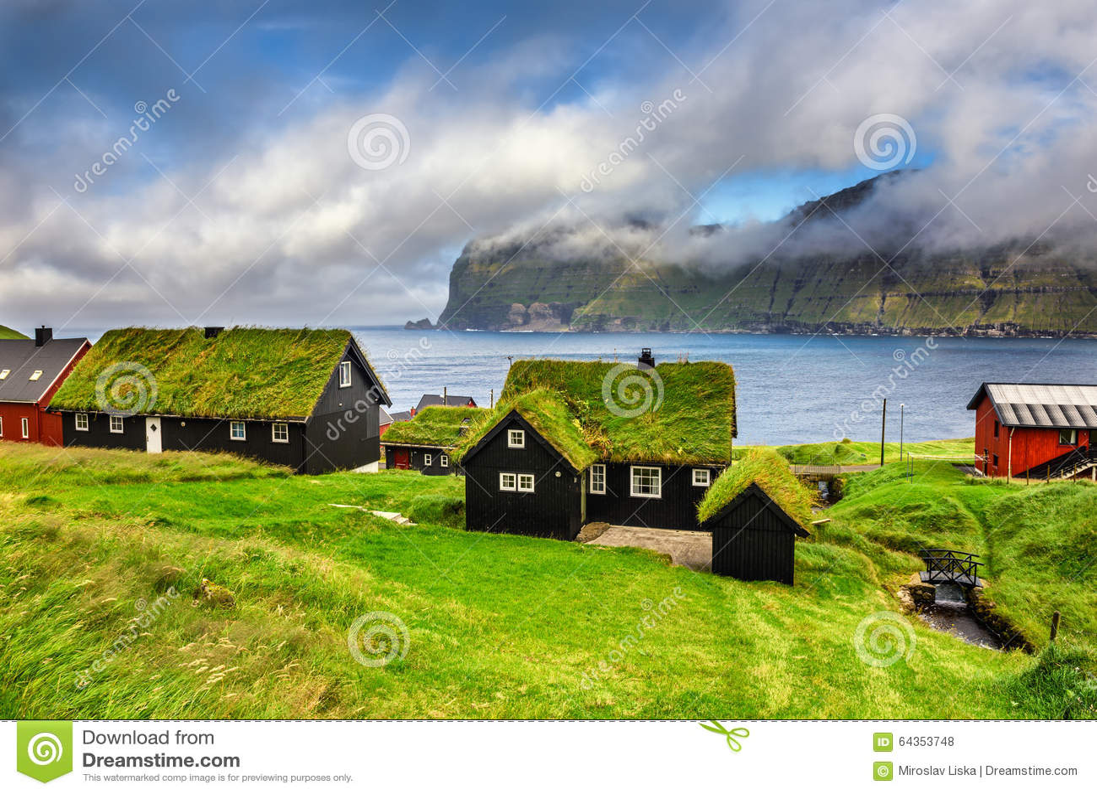 Dorp van Mikladalur, de Faeröer, Denemarken