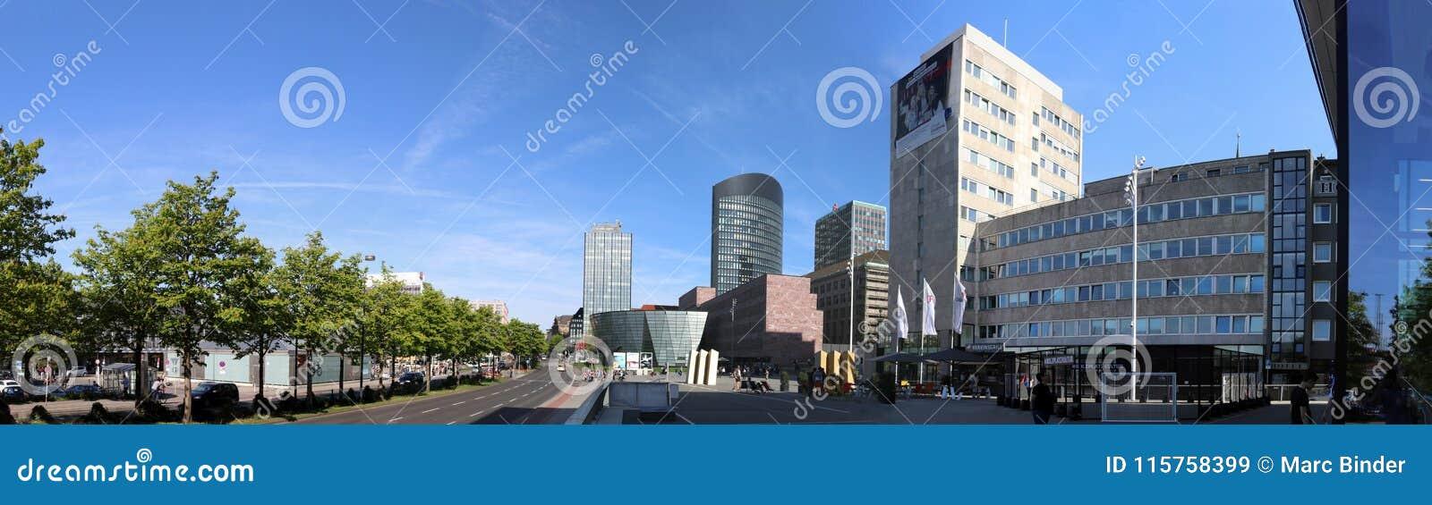 Dortmund, Ruhr teren, Północny Rhine Westphalia Niemcy, Kwiecień, - 16 2018: Panorama dormund miasto