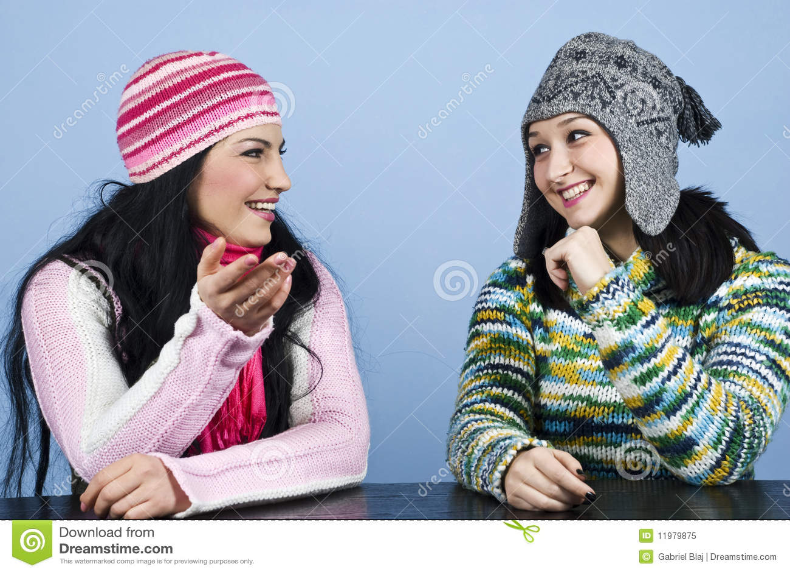 Dos amigos tienen una conversación