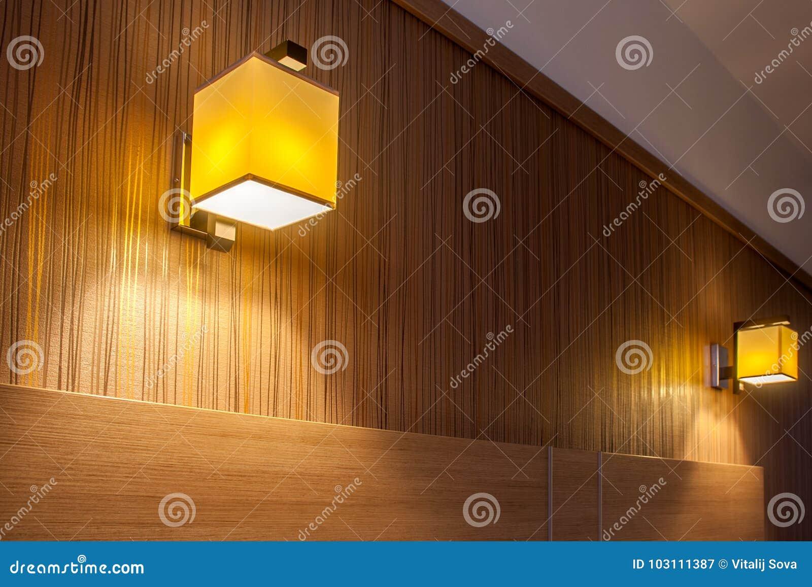 Dos apliques ligeros de la pared