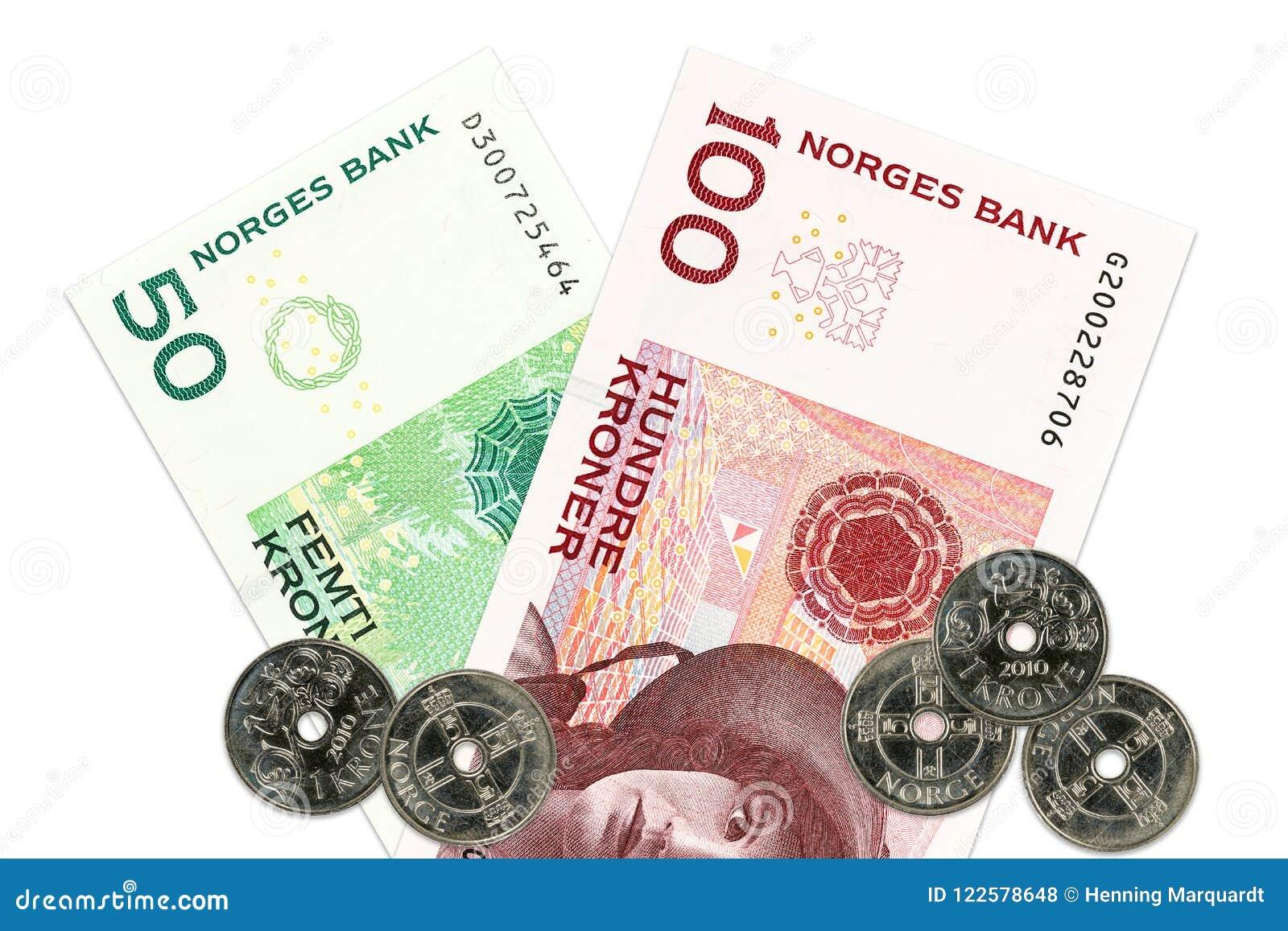 Dos billetes de banco y monedas de la corona noruega