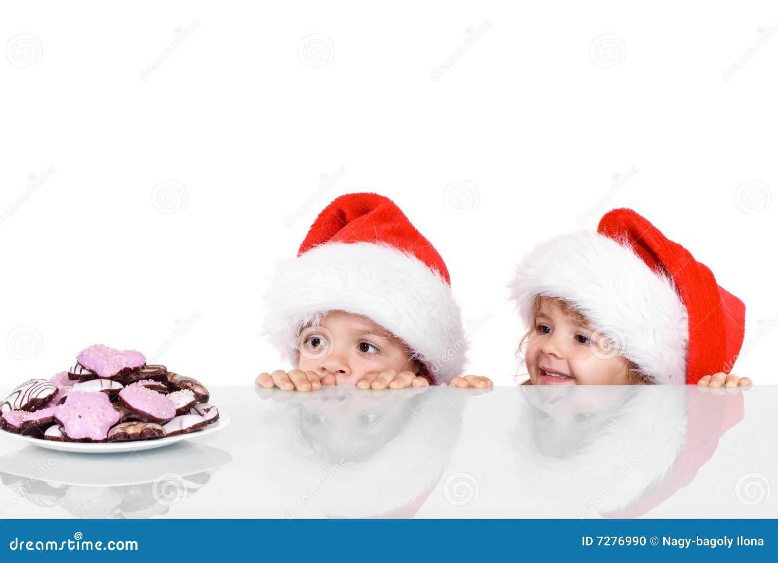 Dos cabritos que anhelan para las galletas de la Navidad