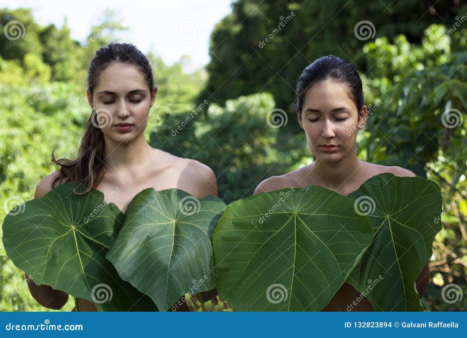 chicas asiáticas desnudas pulgar uñas