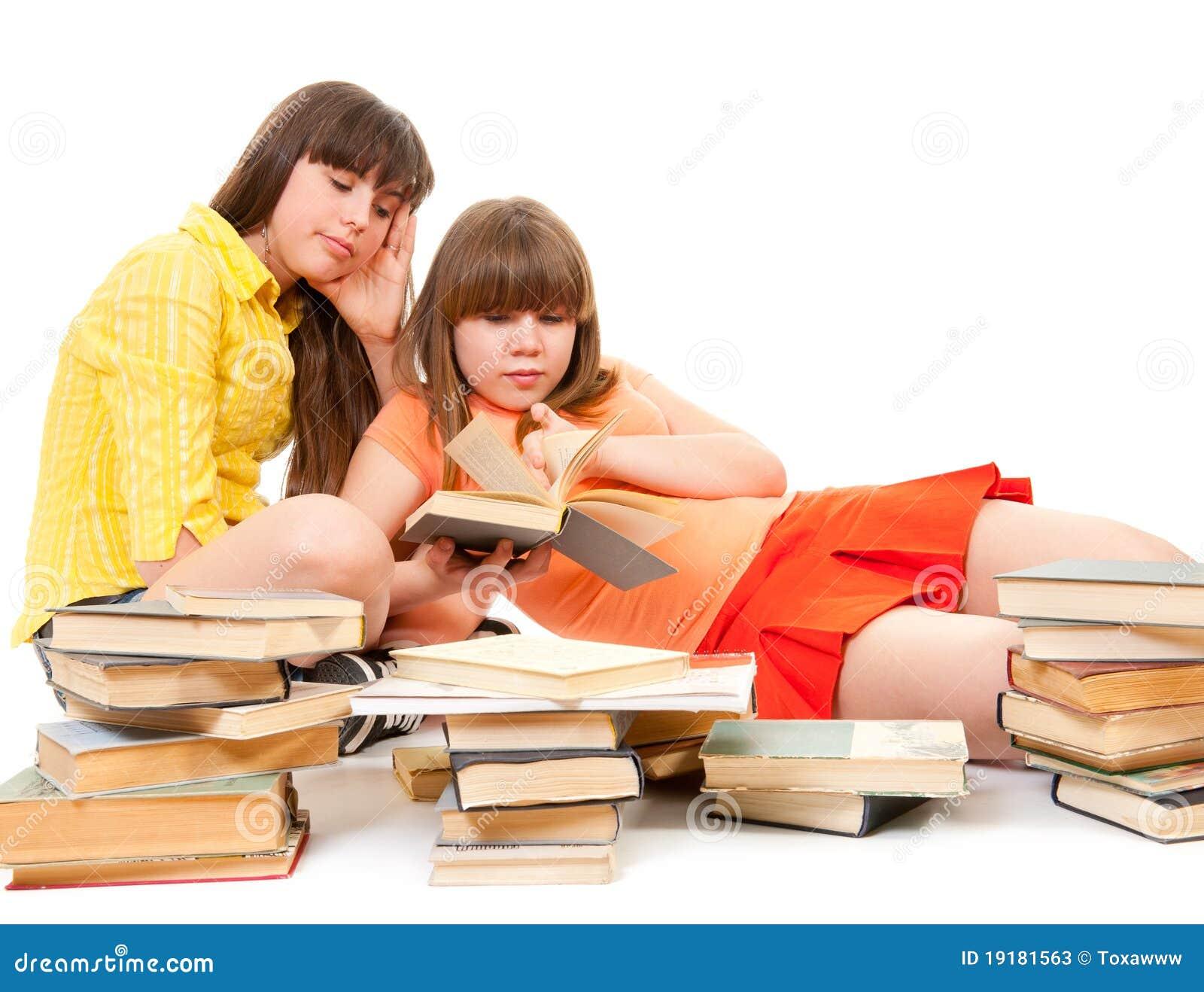 Dos Colegialas Leyeron Muchos Libros Fotos de archivo