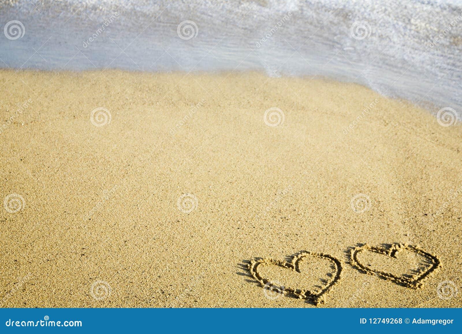 Amor Escrito En Arena: Dos Corazones Escritos En La Arena