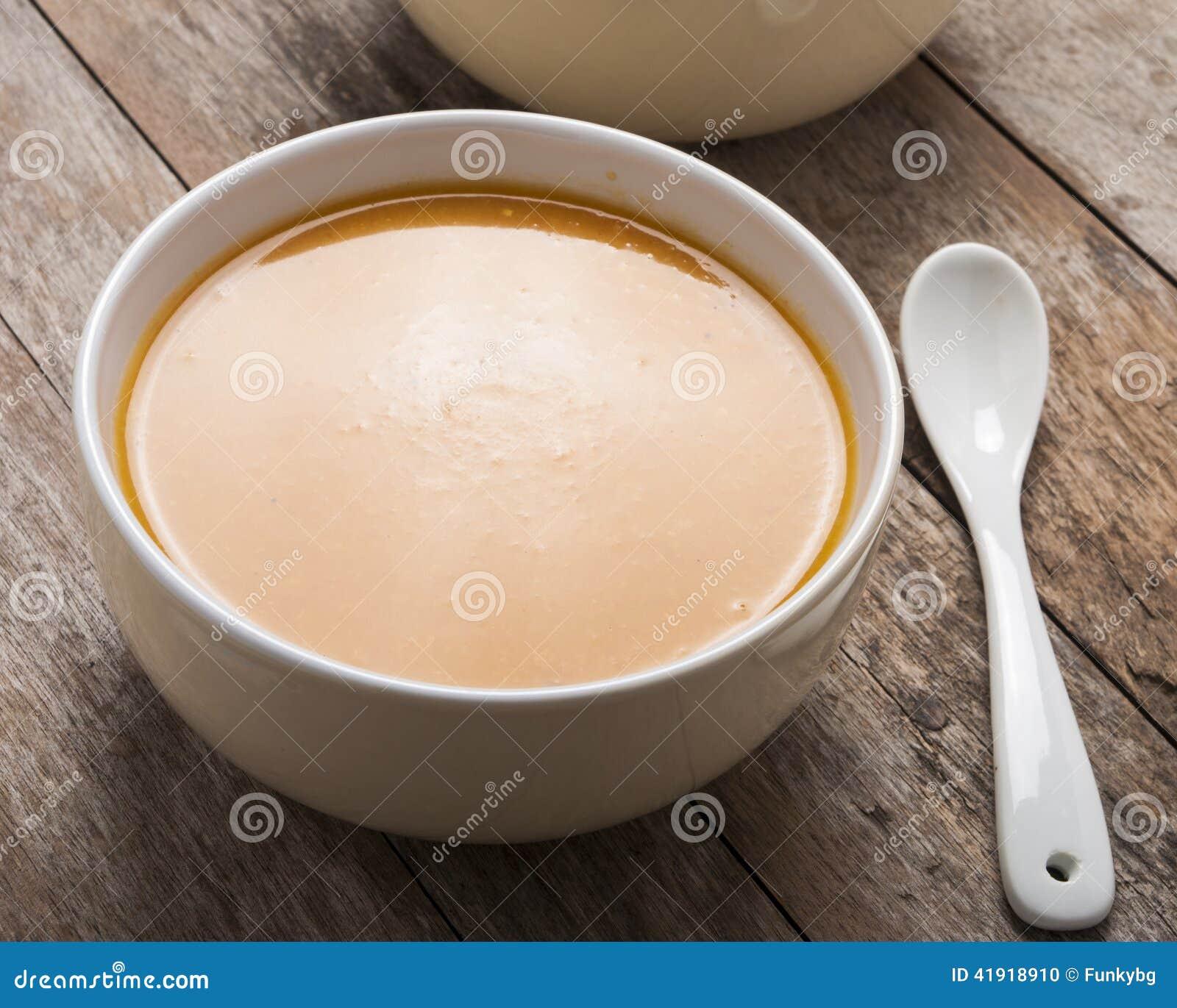 Dos cuencos de sopa de la calabaza