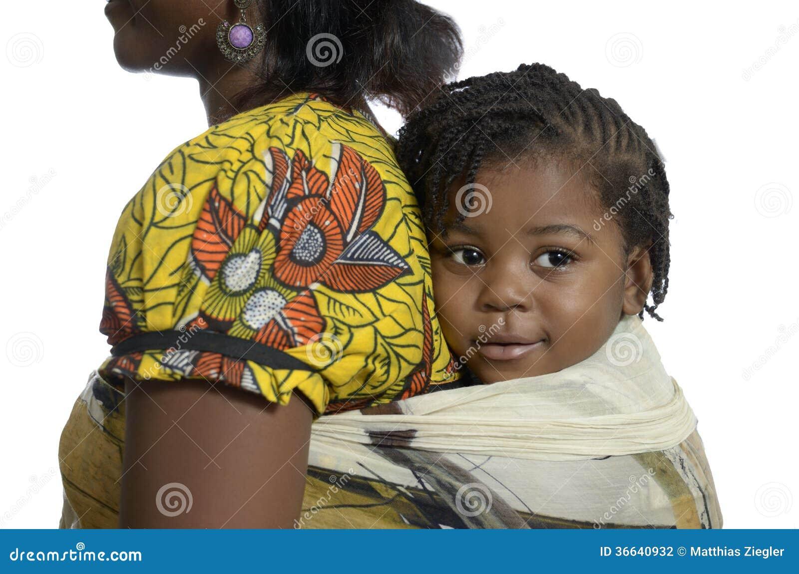 dos de transport d 39 enfant de femme africaine dessus photo stock image 36640932. Black Bedroom Furniture Sets. Home Design Ideas