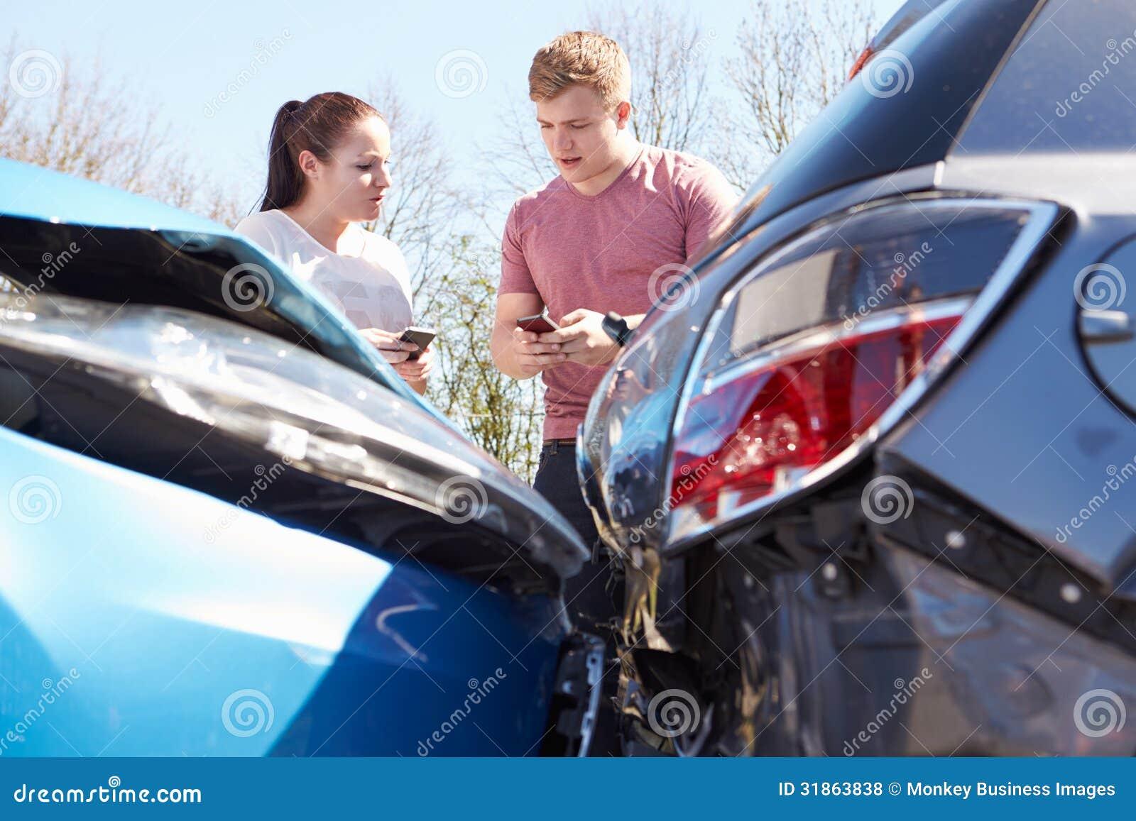 Dos detalles del seguro del intercambio de los conductores después del accidente