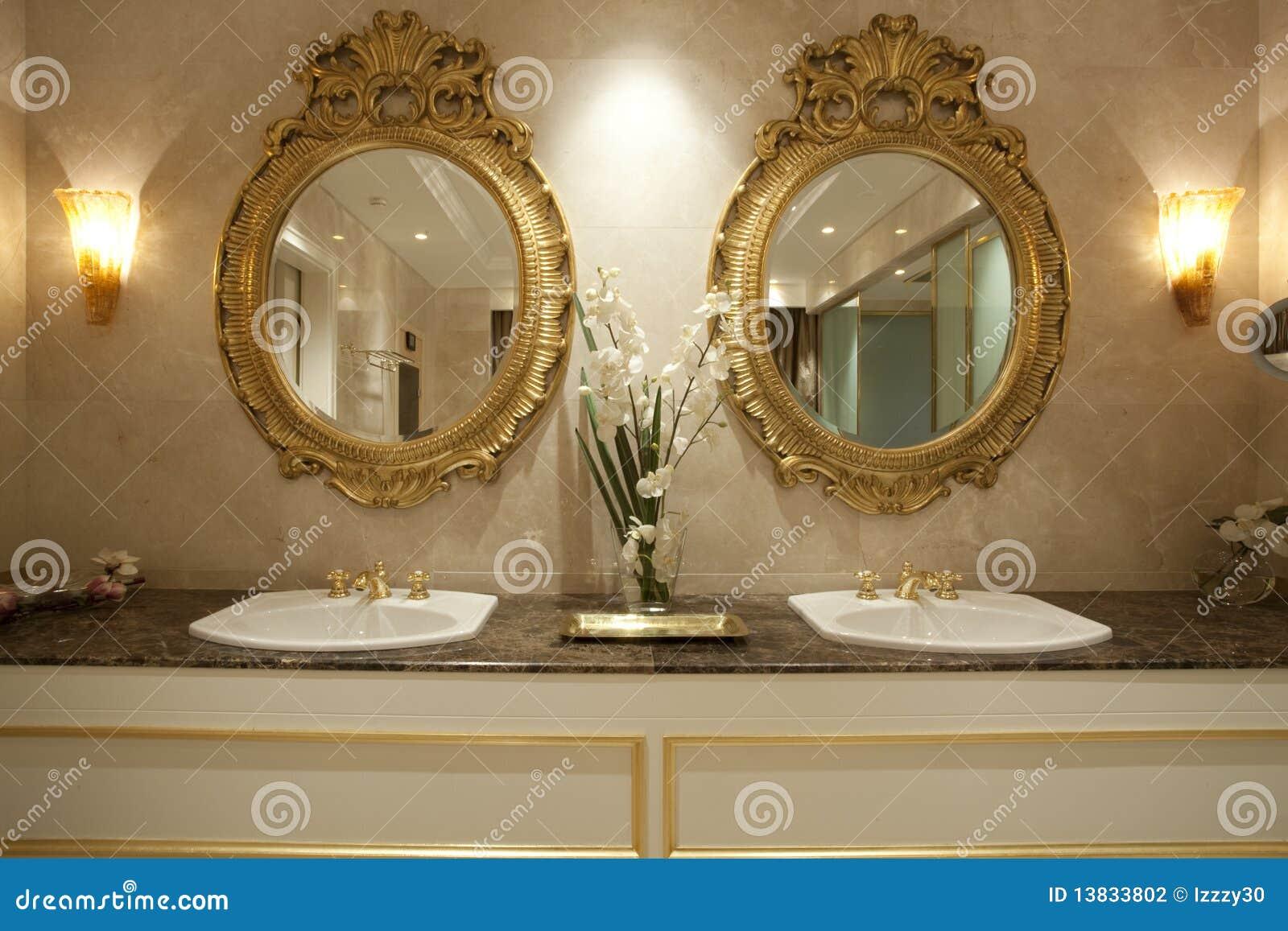 Dos espejos del oro foto de archivo. Imagen de sitio - 13833802