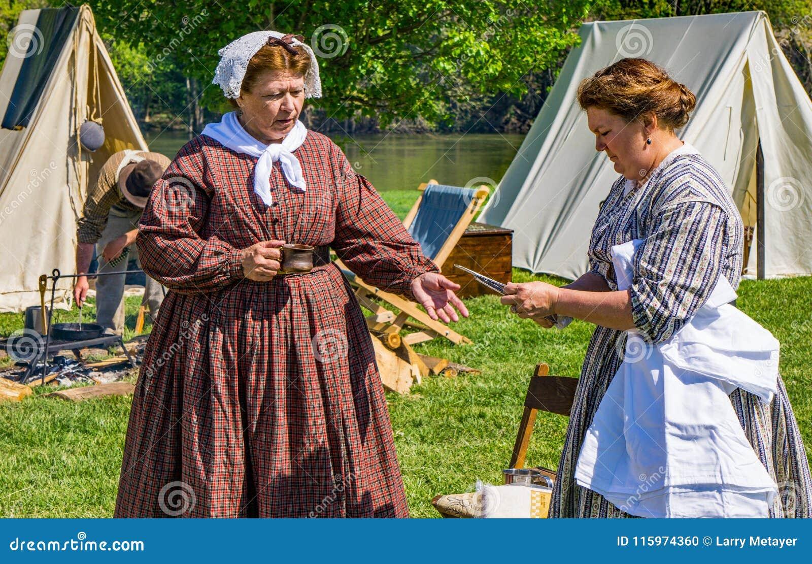 Dos hembra Reenactors confederado