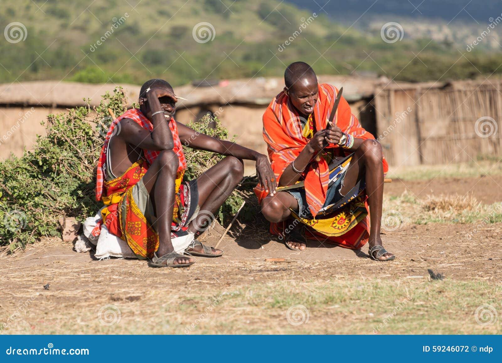 Download Dos Hombres Del Masai Que Se Sientan En Compuesto Del Pueblo Fotografía editorial - Imagen de africano, sentada: 59246072