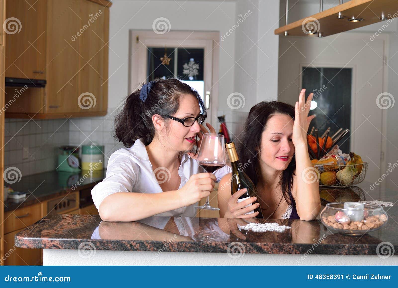 e31b2a49b0 Dos mujeres borrachas imagen de archivo. Imagen de concepto - 48358391