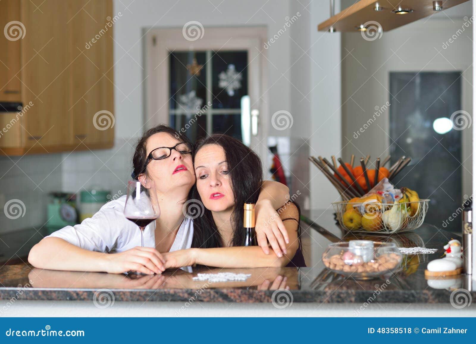 7b9f822f87 Dos mujeres borrachas foto de archivo. Imagen de cristal - 48358518