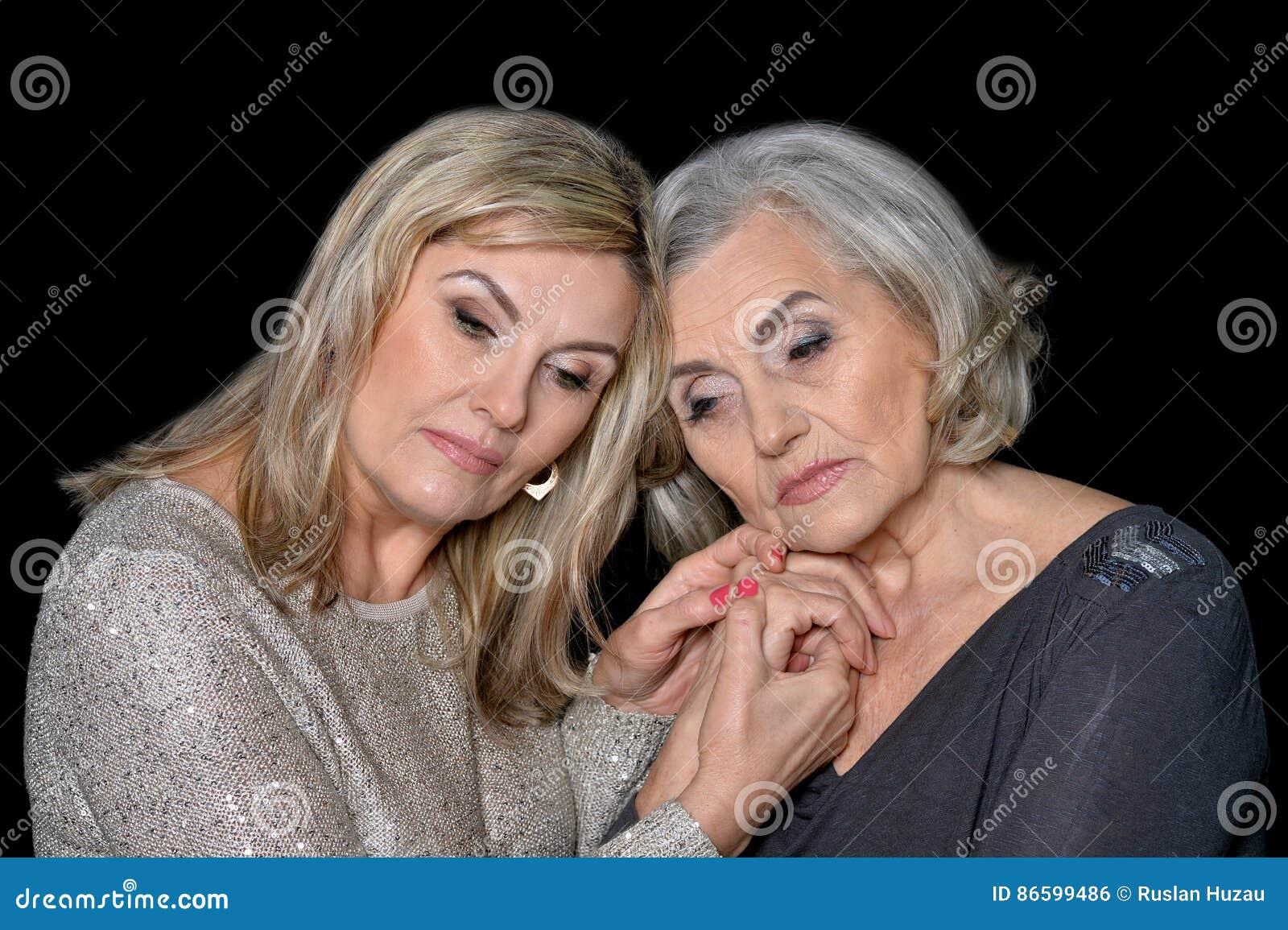 Amigas Maduras dos mujeres maduras hermosas foto de archivo - imagen de