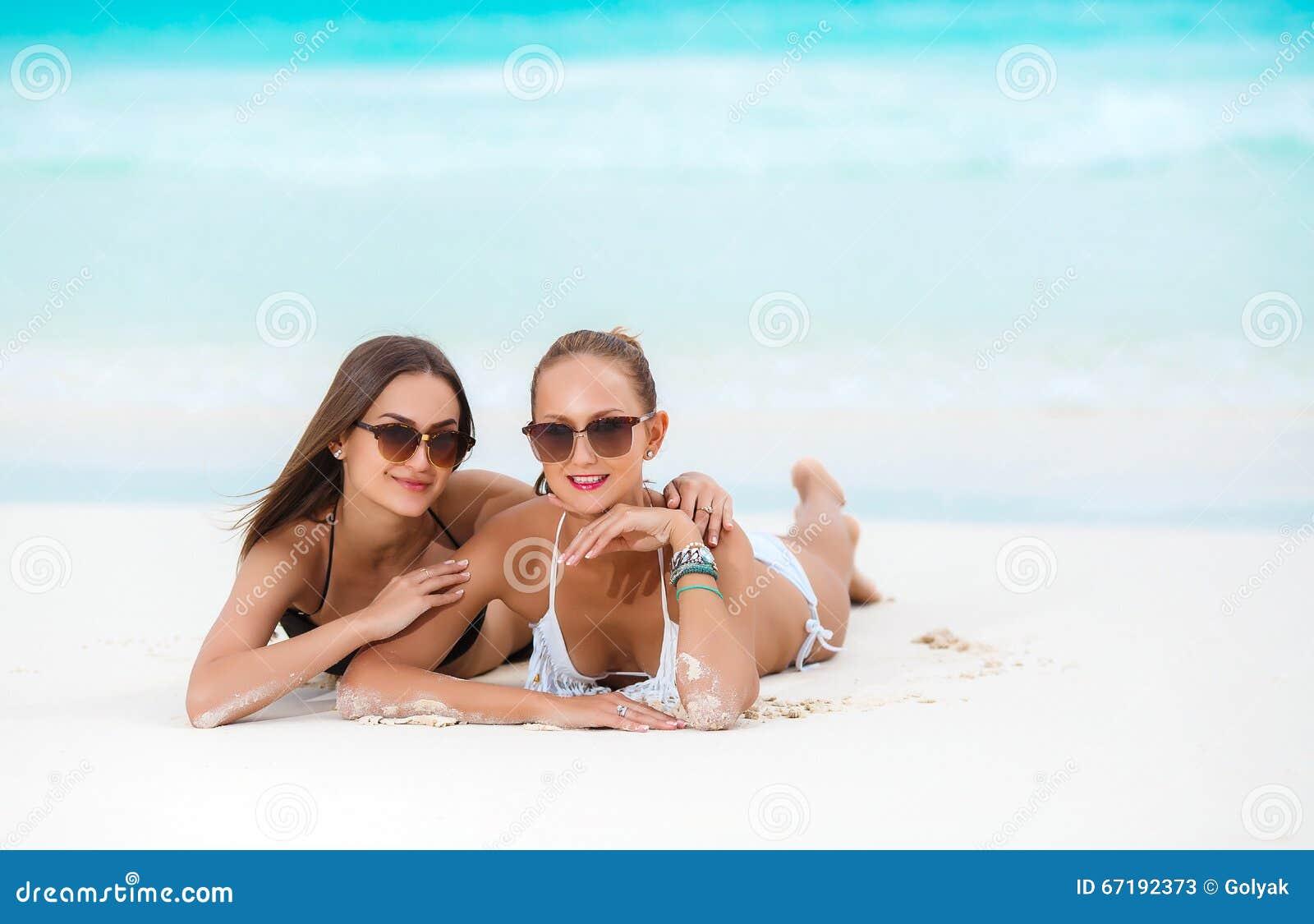 Pintura bikini playa chica