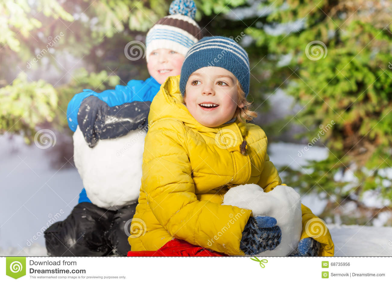 nieve con ninos pequenos