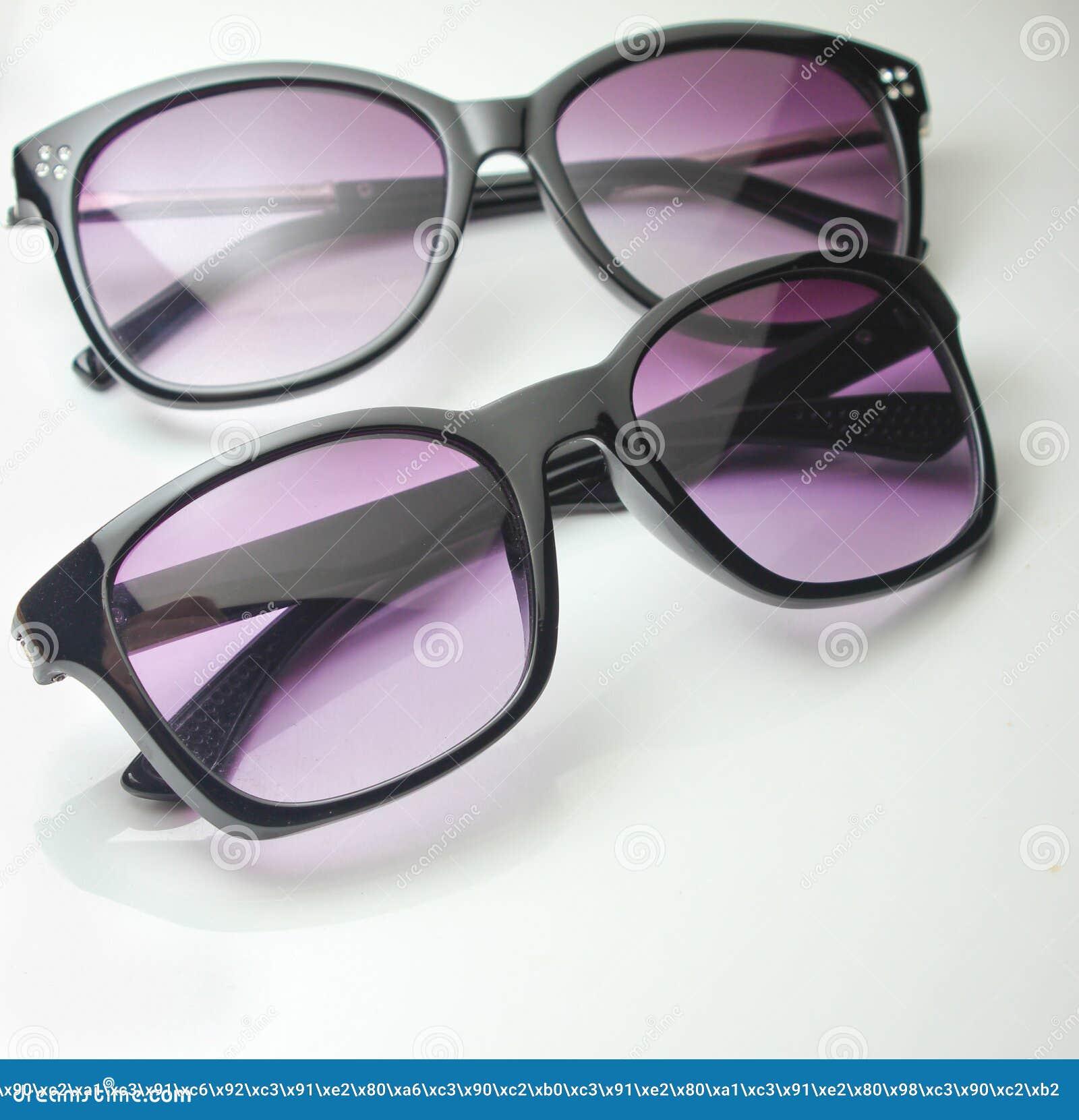 Dos pares de primer de las gafas de sol