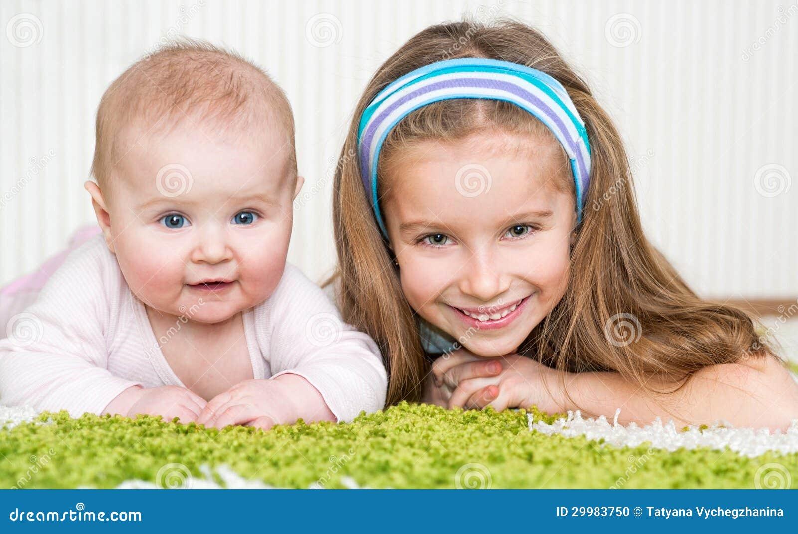 Peque as hermanas lindas foto de archivo imagen 29983750 - Spa en dos hermanas ...