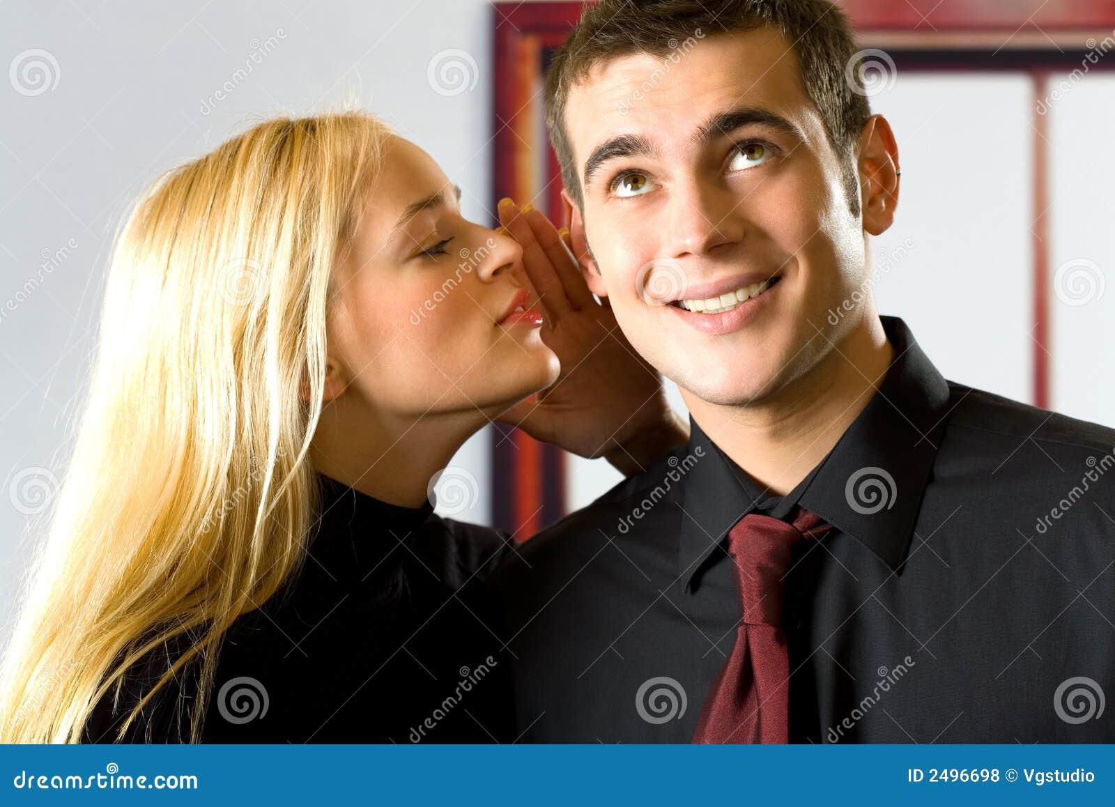 Dos personas sonrientes felices