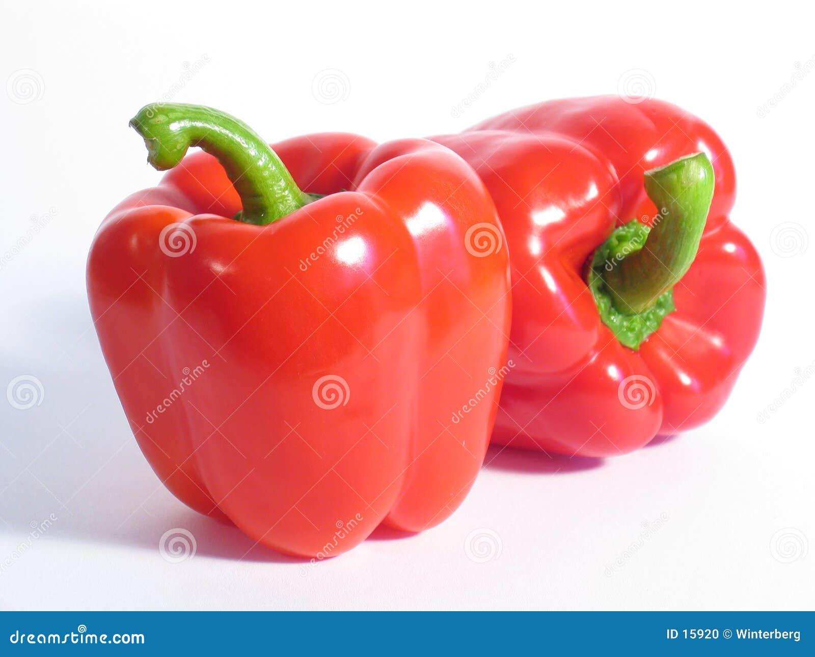 Dos pimientas rojas