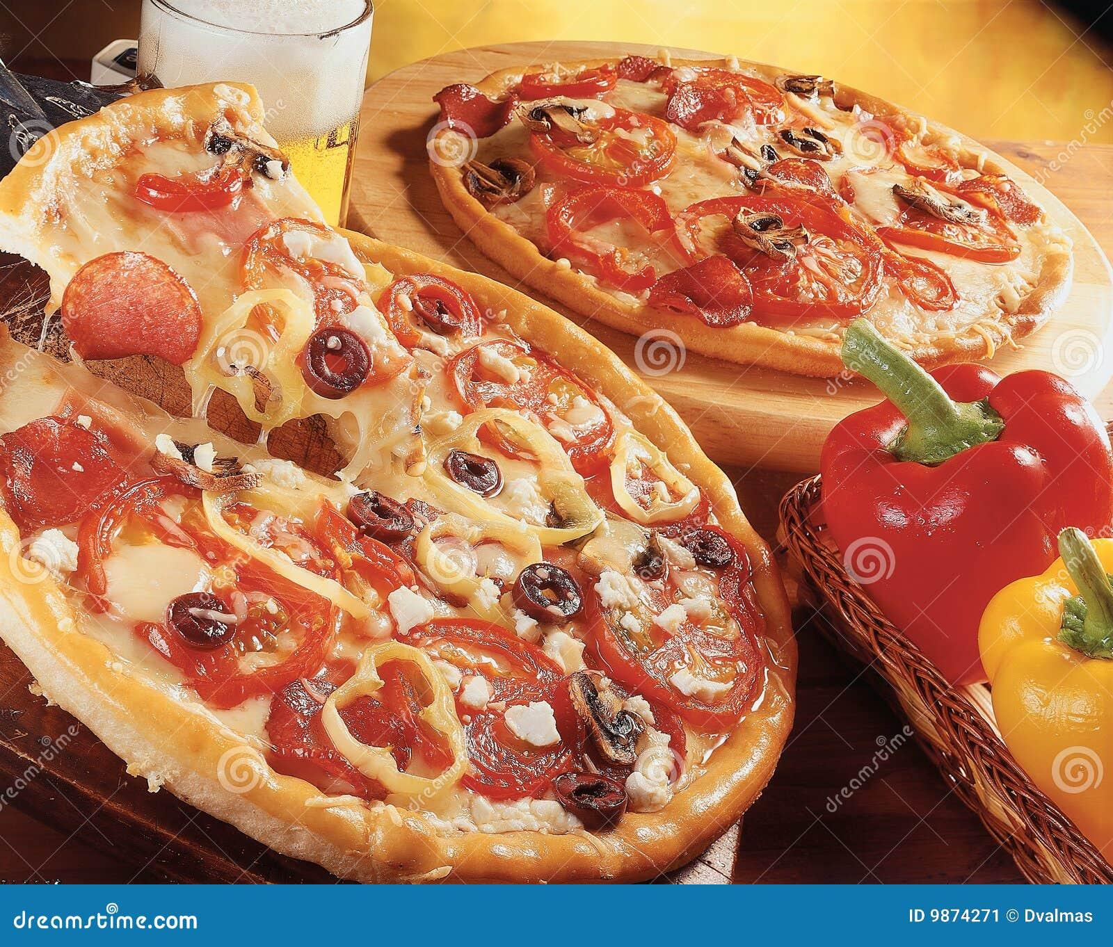Dos pizzas.