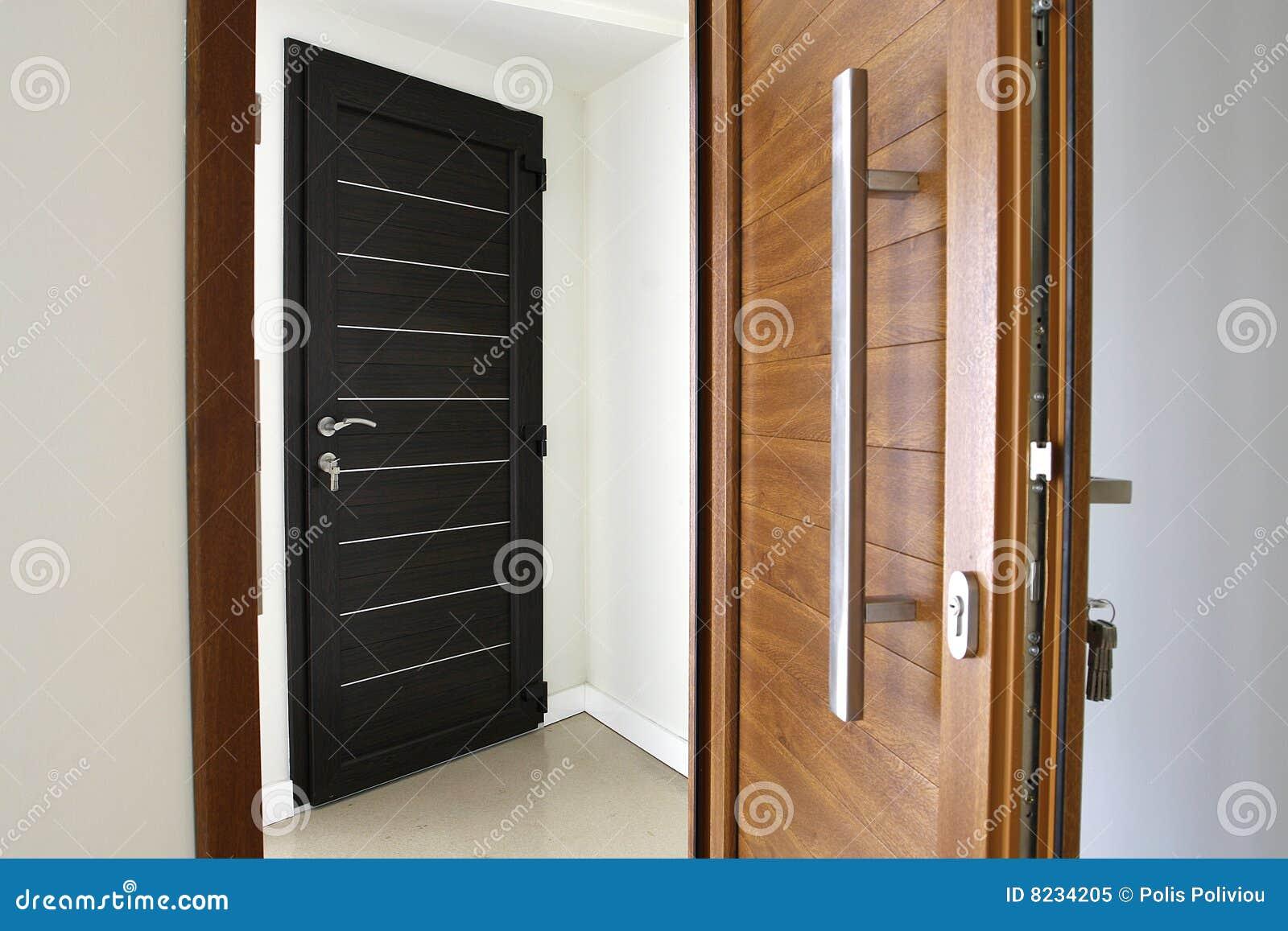 Dos puertas de madera del color del pvc imagen de archivo imagen de puerta ruido 8234205 - Puertas internas de madera ...