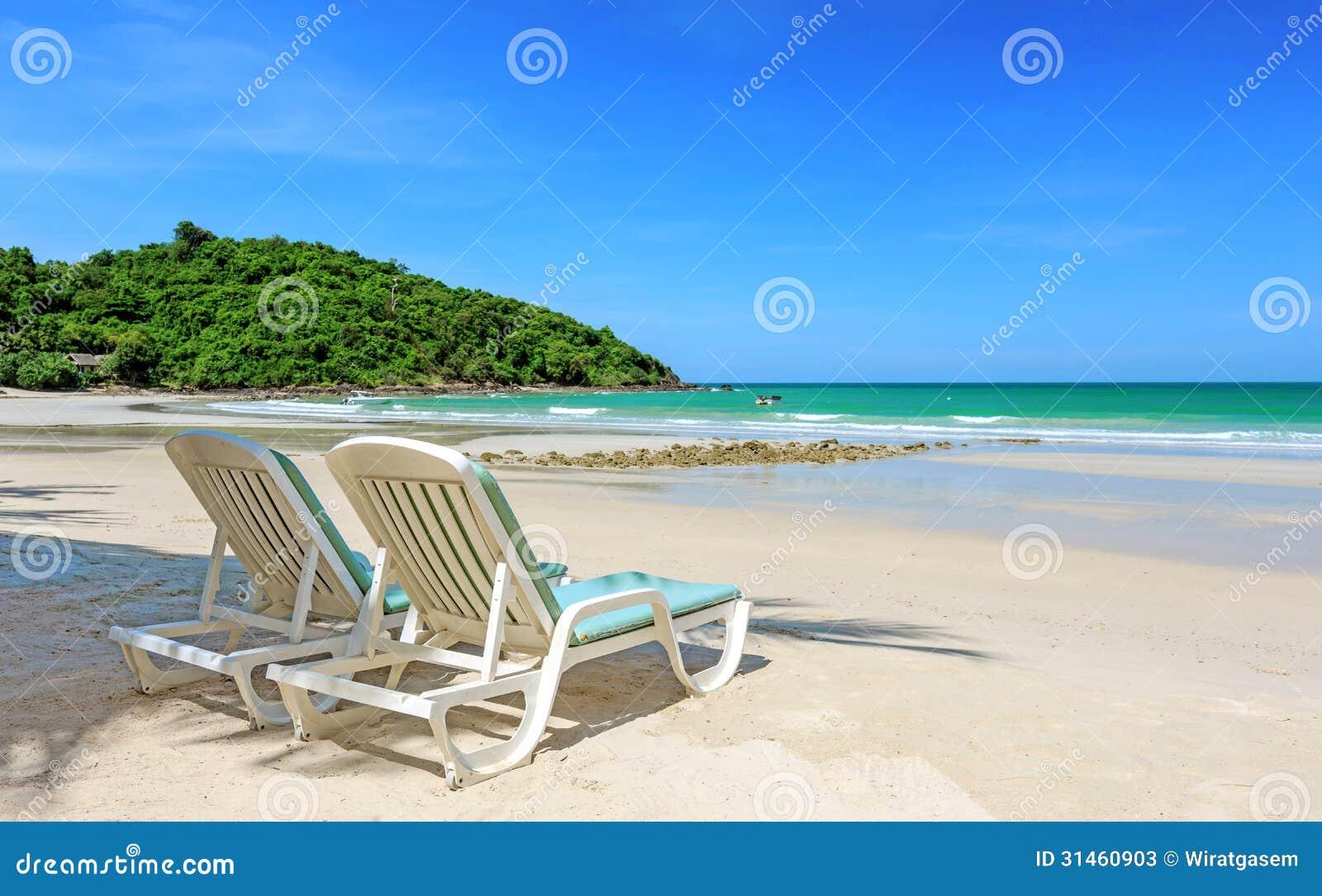 Dos sillas de playa imagen de archivo imagen de asoleado - Silla para la playa ...