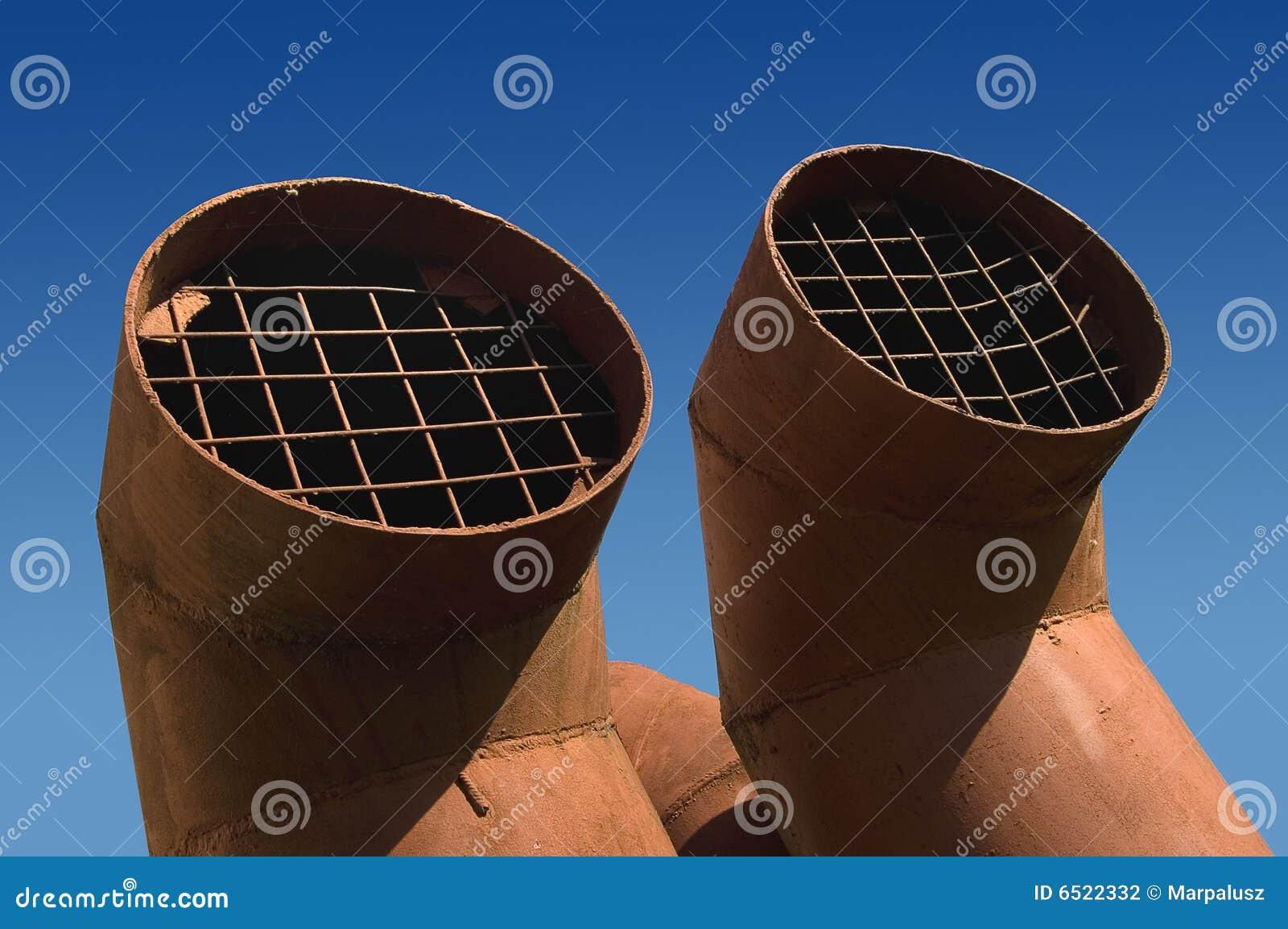 Dos tubos de la ventilación