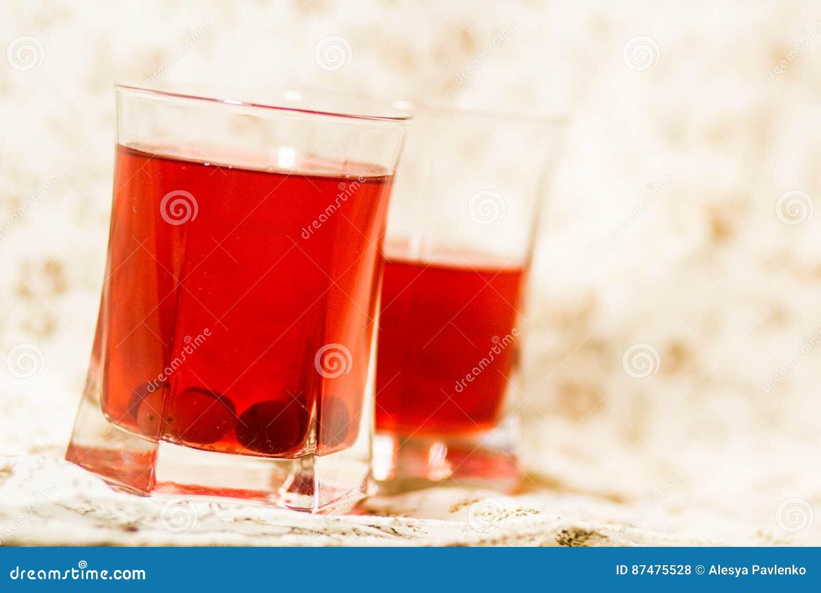 Dos vidrios de agua del arándano