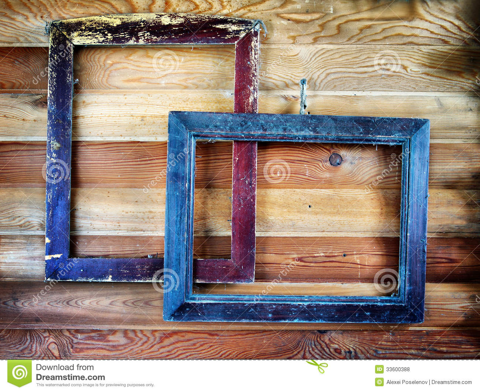 Dos viejos marcos del vintage que cuelgan en la pared foto de archivo imagen de antiguo - Marcos de fotos vintage ...