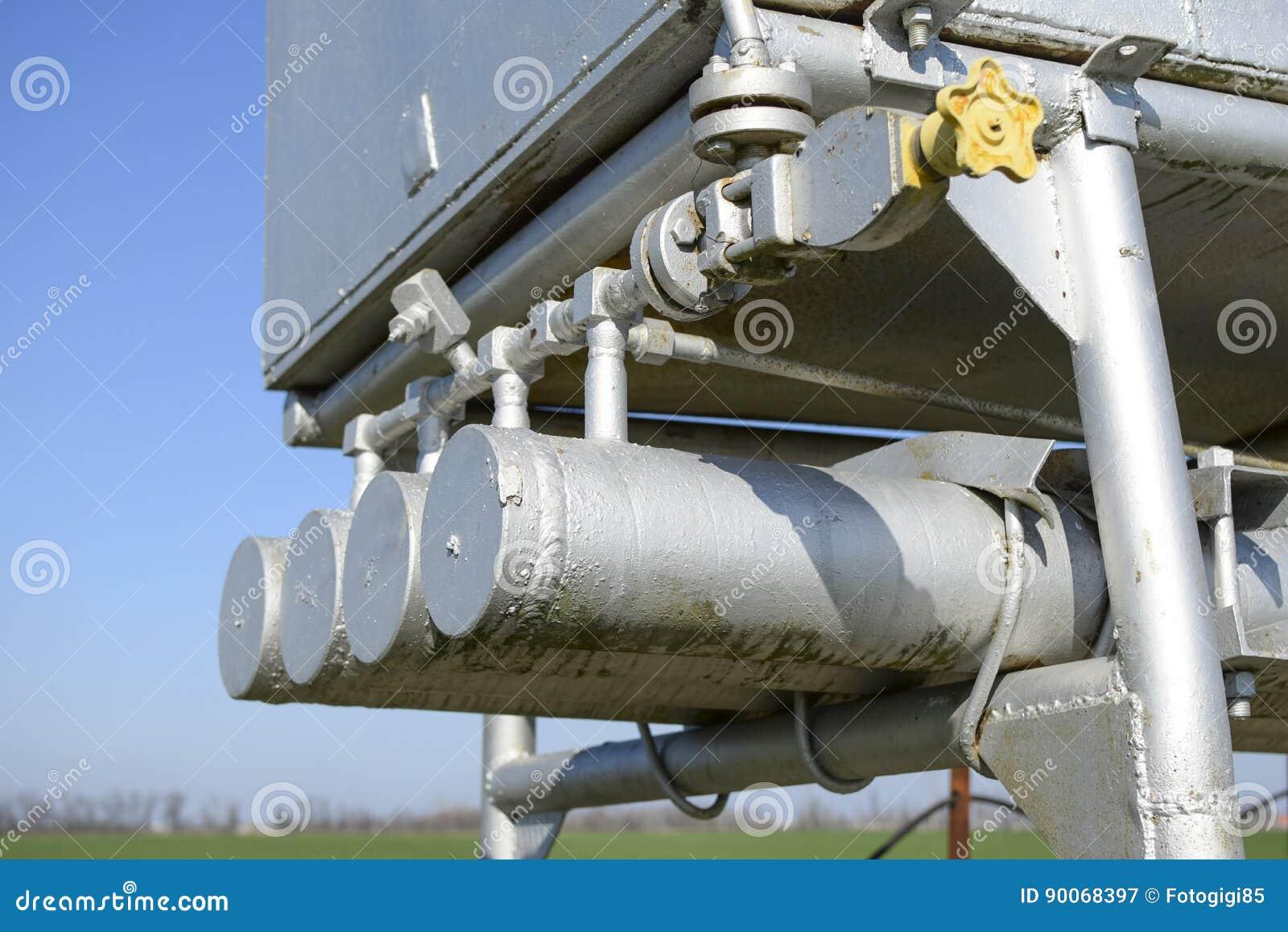 Doseringenhet och behållare med metylalkohol Extra utrustning för fossila bränslenbrunnar