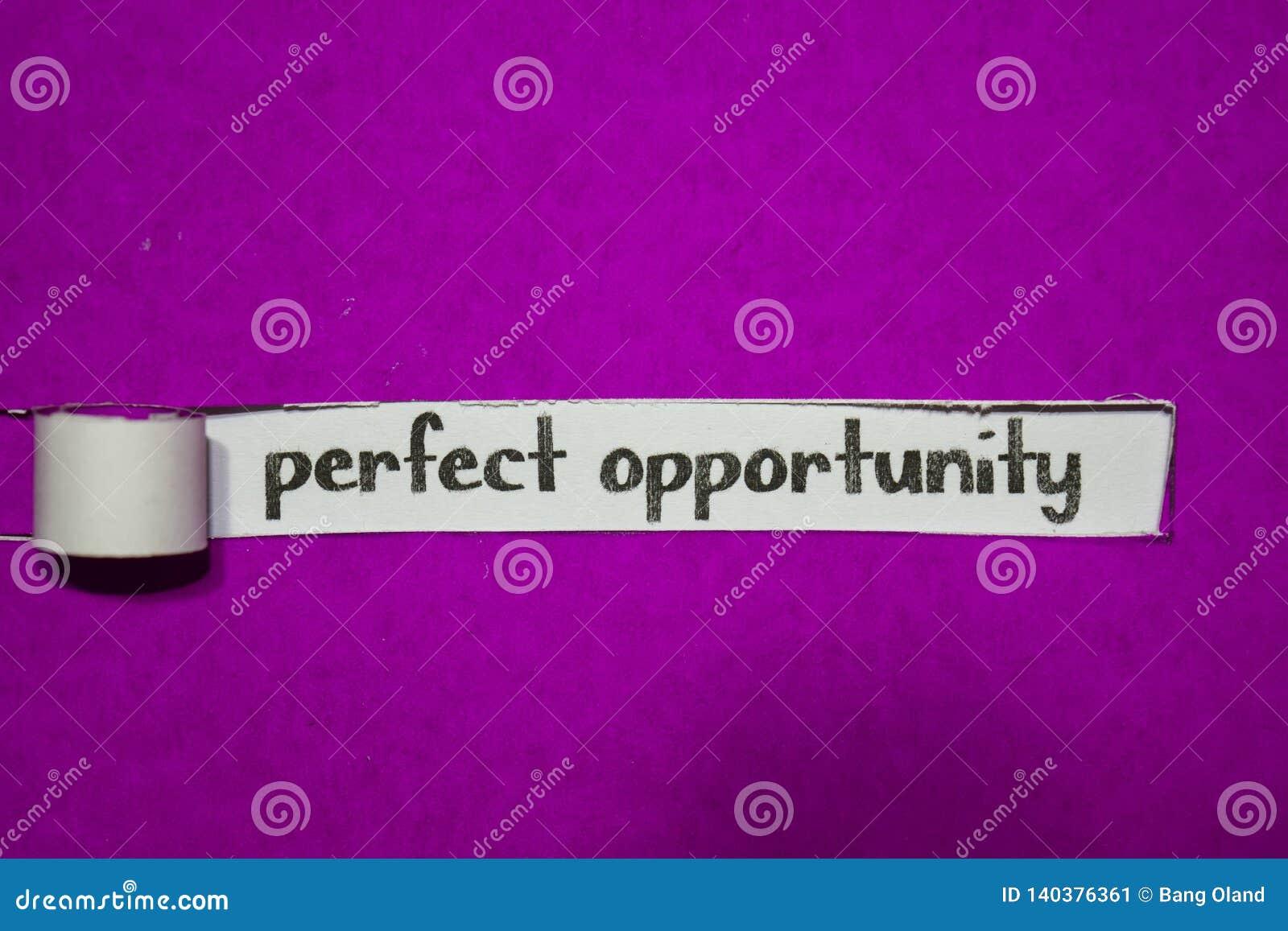 Doskonalić sposobności, inspiracji, motywacji i biznesu pojęcie na purpura drzejącym papierze,
