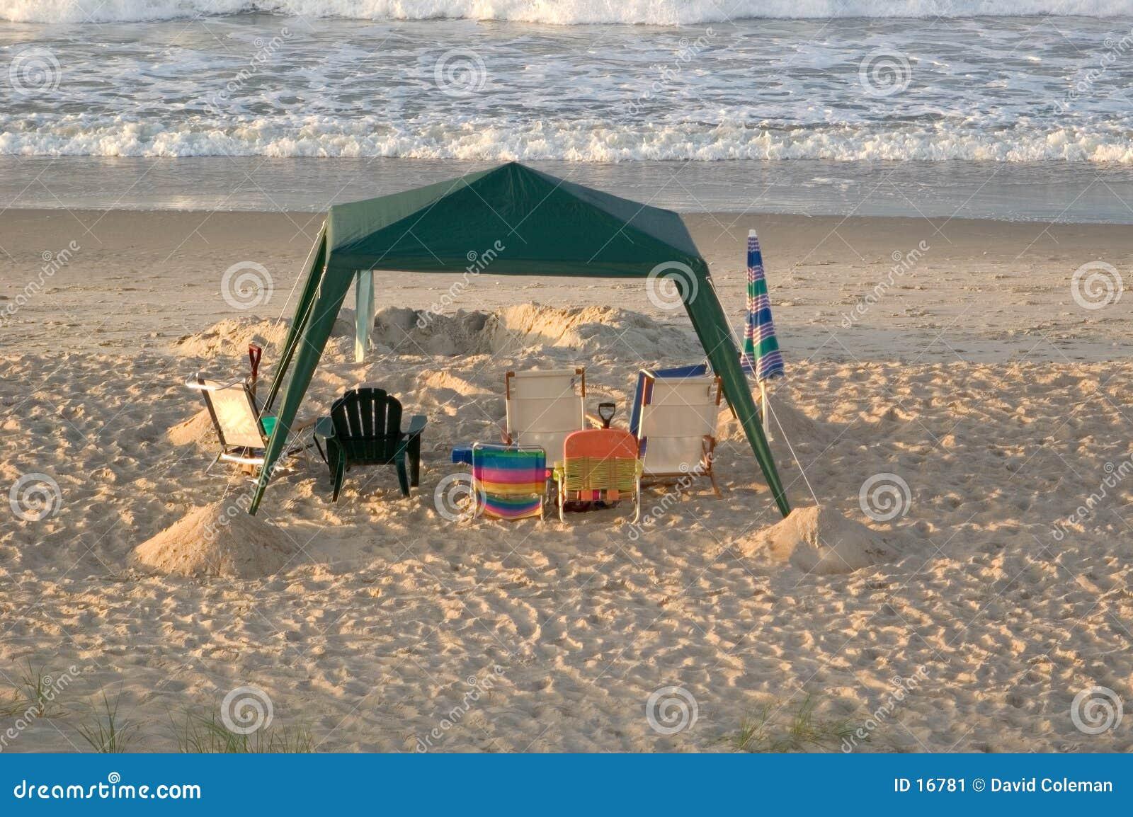 Download Dossel vazio da praia imagem de stock. Imagem de cadeiras - 16781