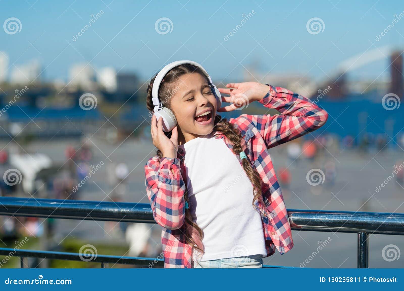 Dostaje muzyczną rodzinną prenumeratę Dostęp miliony piosenki Cieszy się muzykę wszędzie Najlepszy muzyczni apps które zasługują