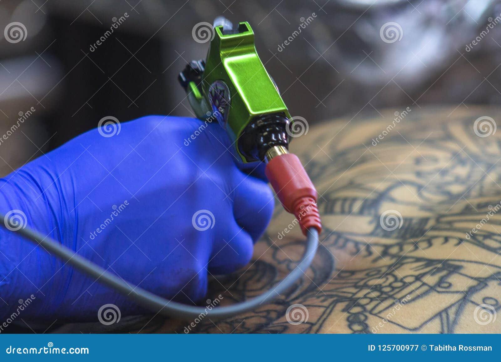 Dostawać Tylnego tatuaż